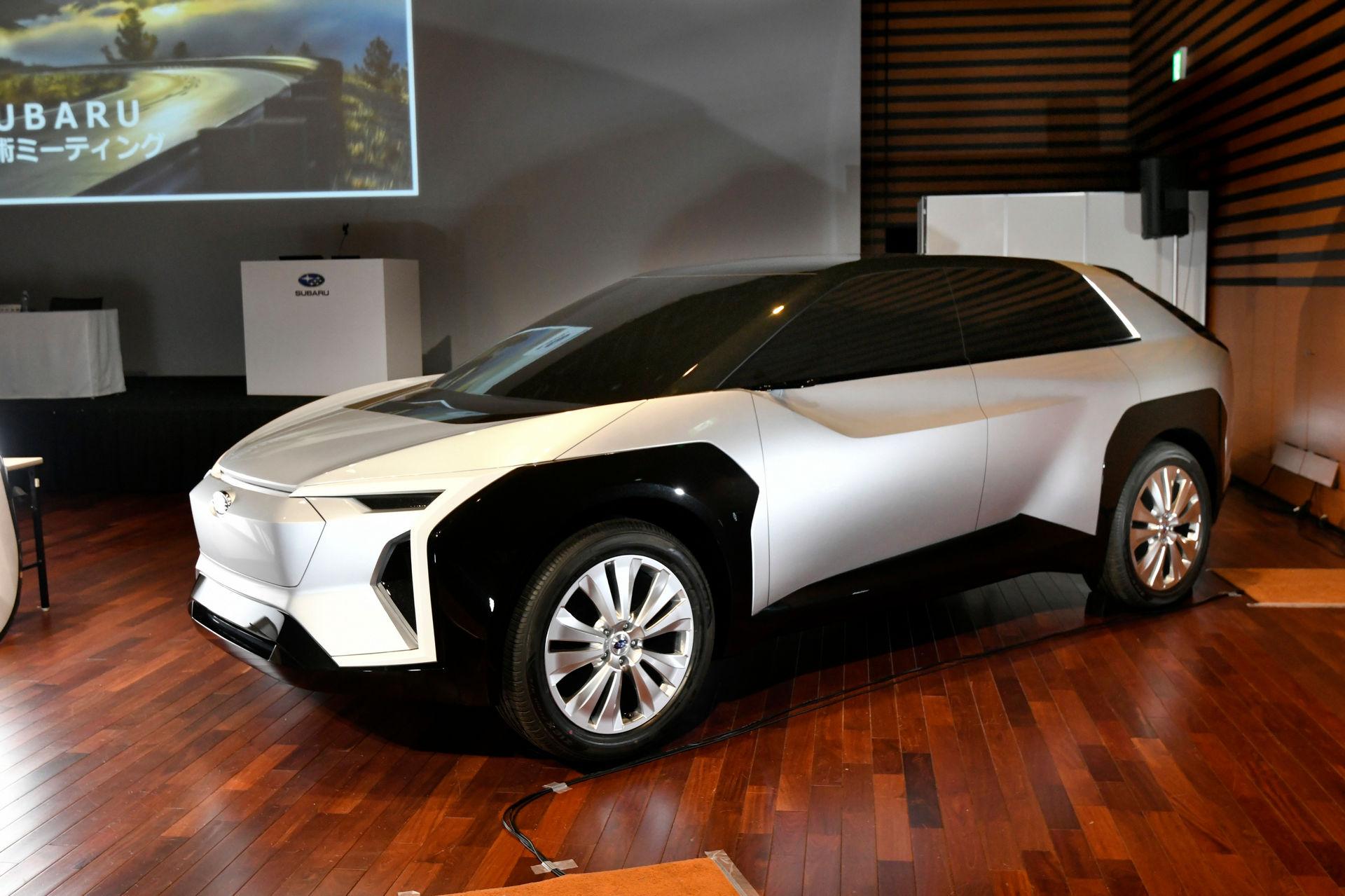 Subaru-Electric-SUV-4