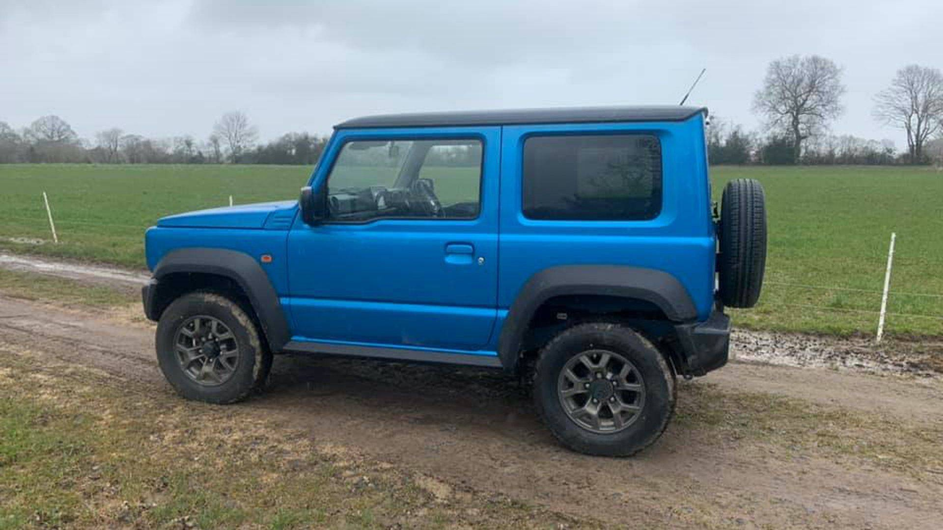 Suzuki_Jimny_pickup_0000