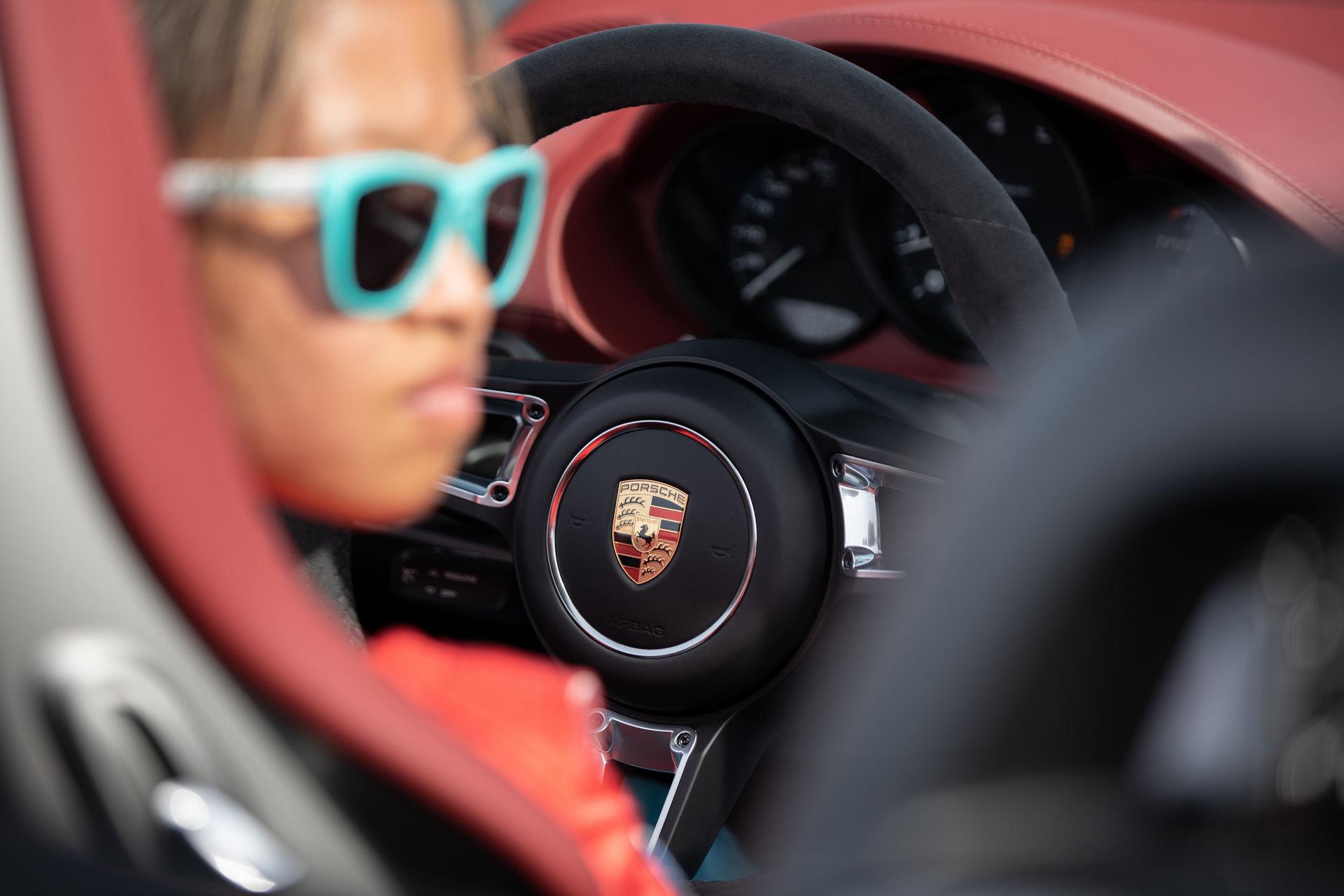 Teen-Driver-Slalom-Record-Porsche-718-Spyder-3