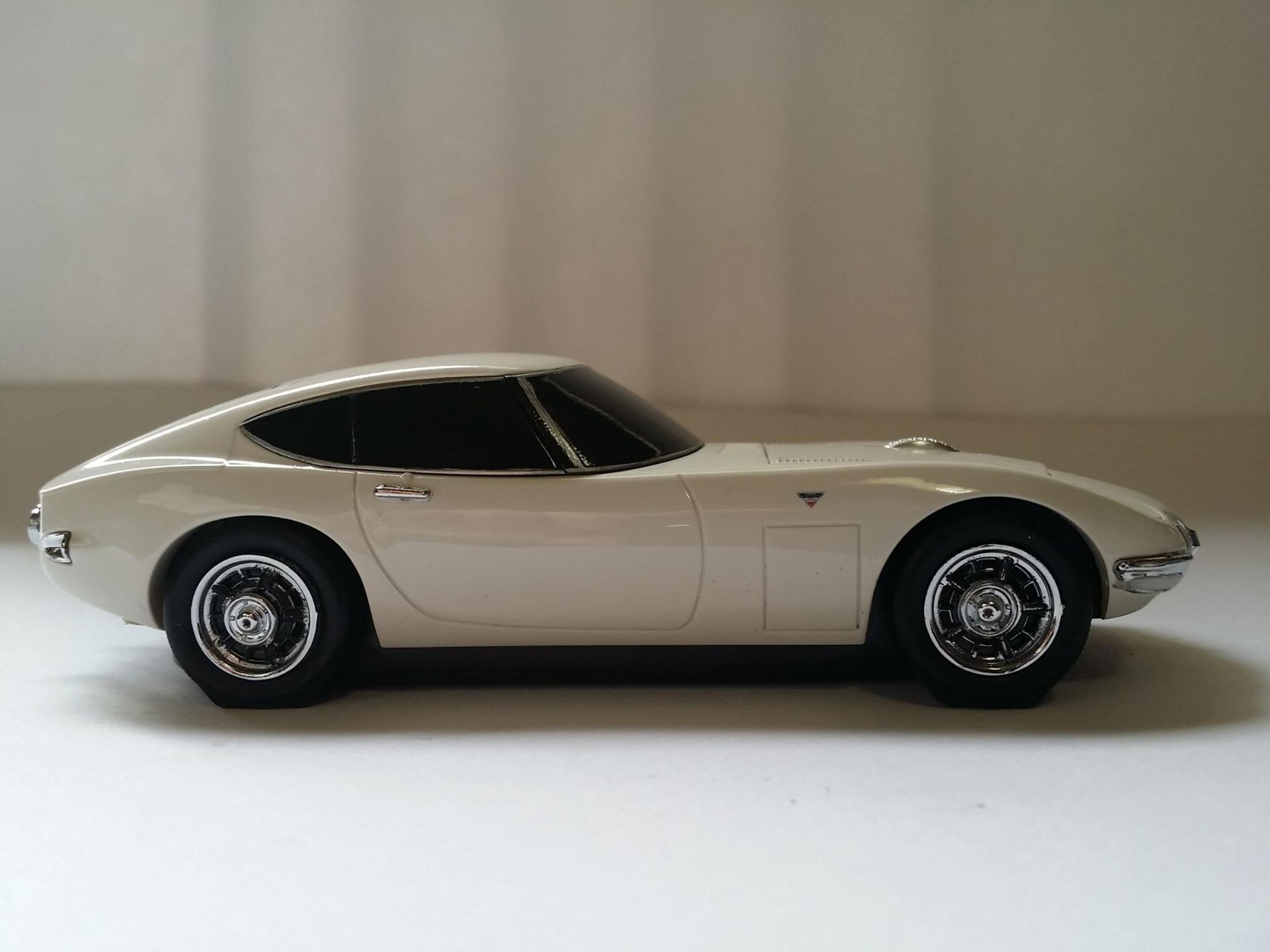 Toyota-2000GT-Mouse-14