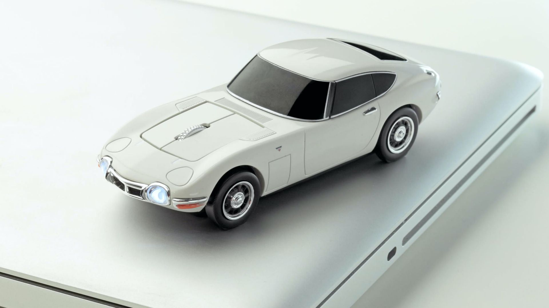 Toyota-2000GT-Mouse-8