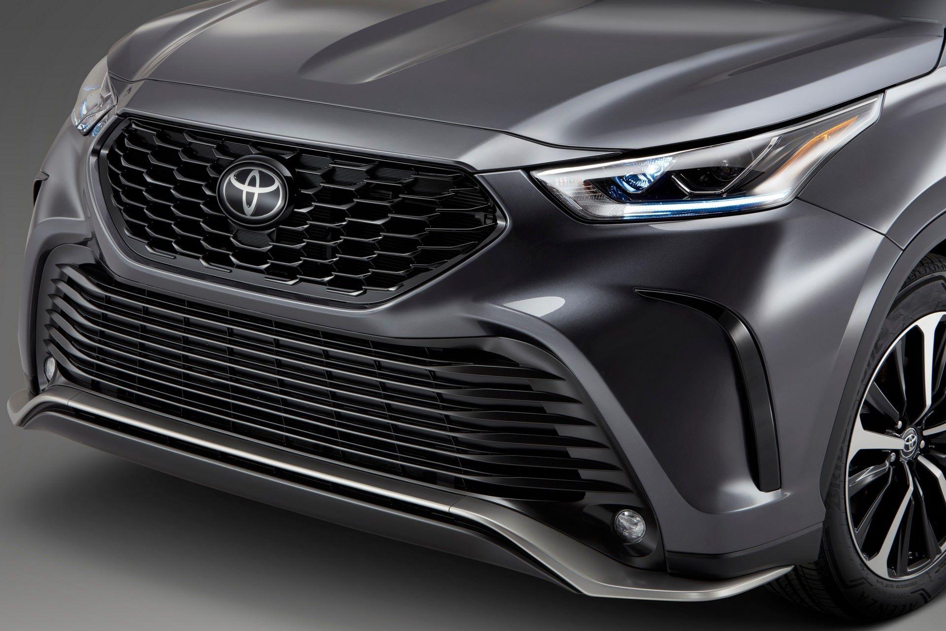 2021-Toyota-Highlander-XSE-10