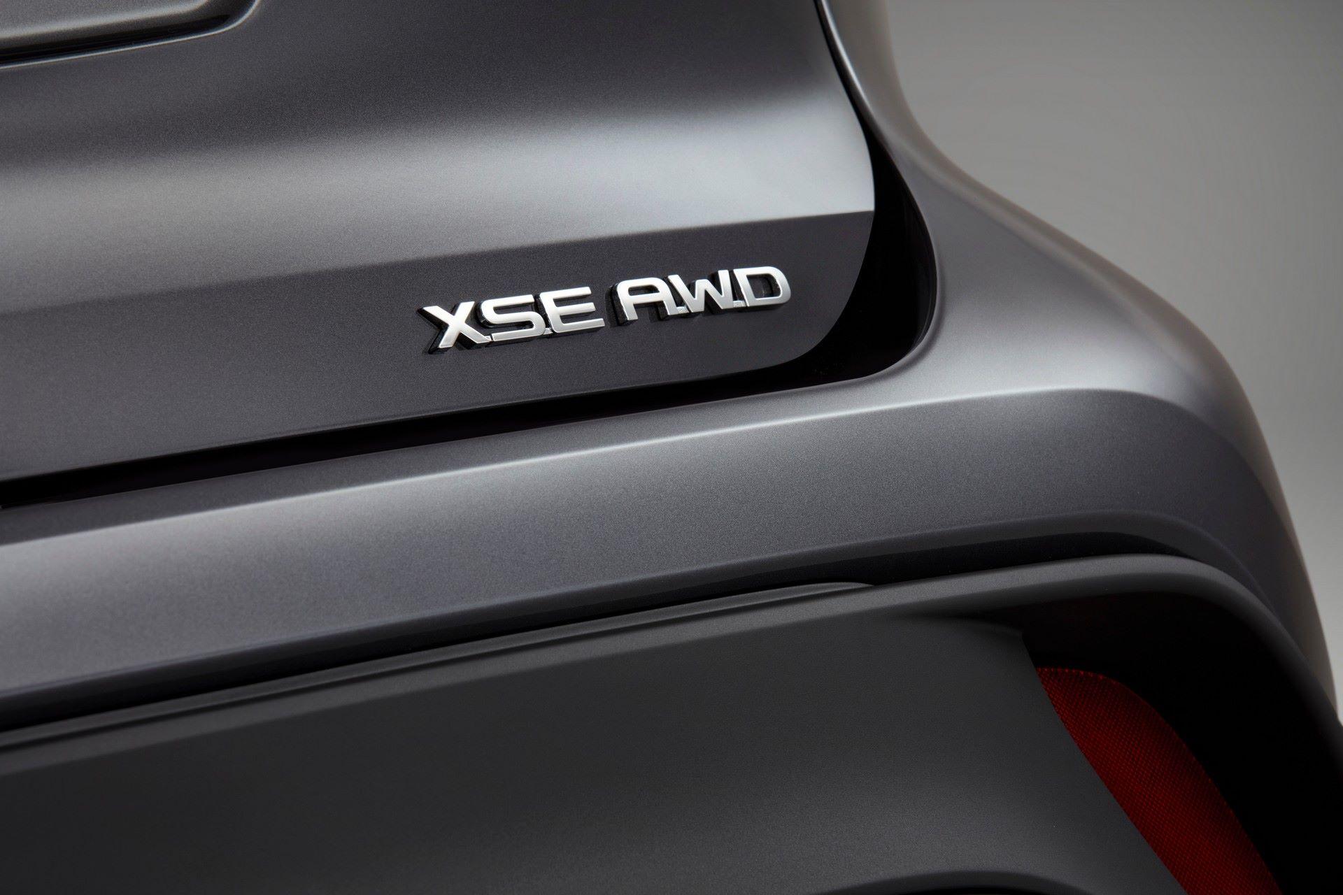 2021-Toyota-Highlander-XSE-11