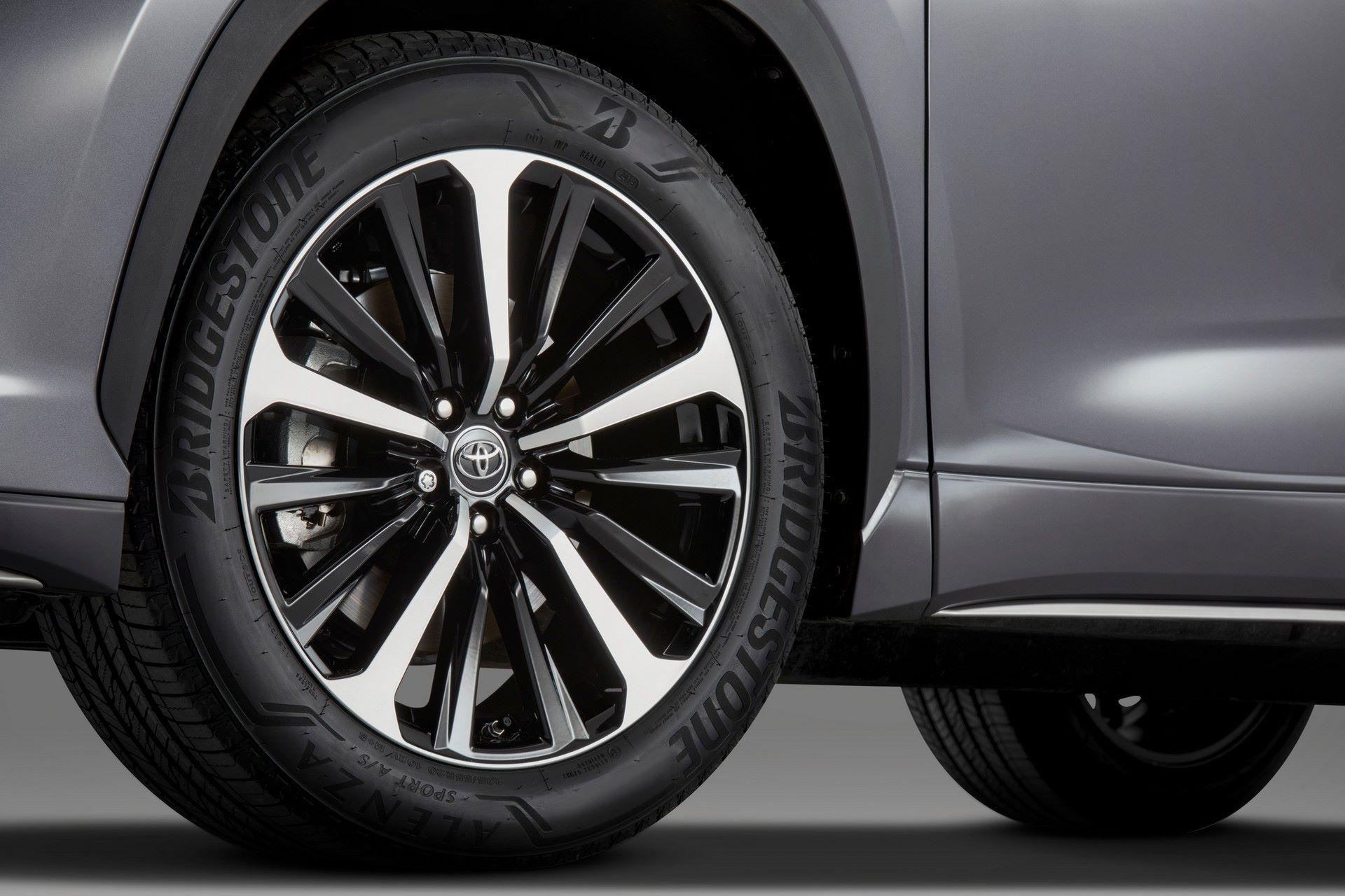 2021-Toyota-Highlander-XSE-8