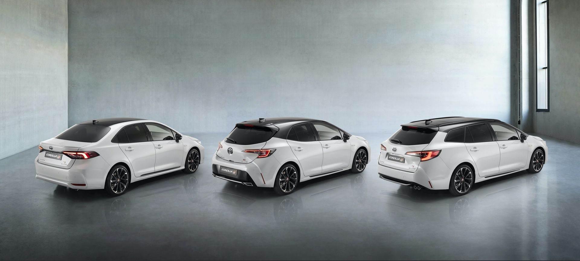 Toyota_Corolla_Sedan_GR_Sport_0001