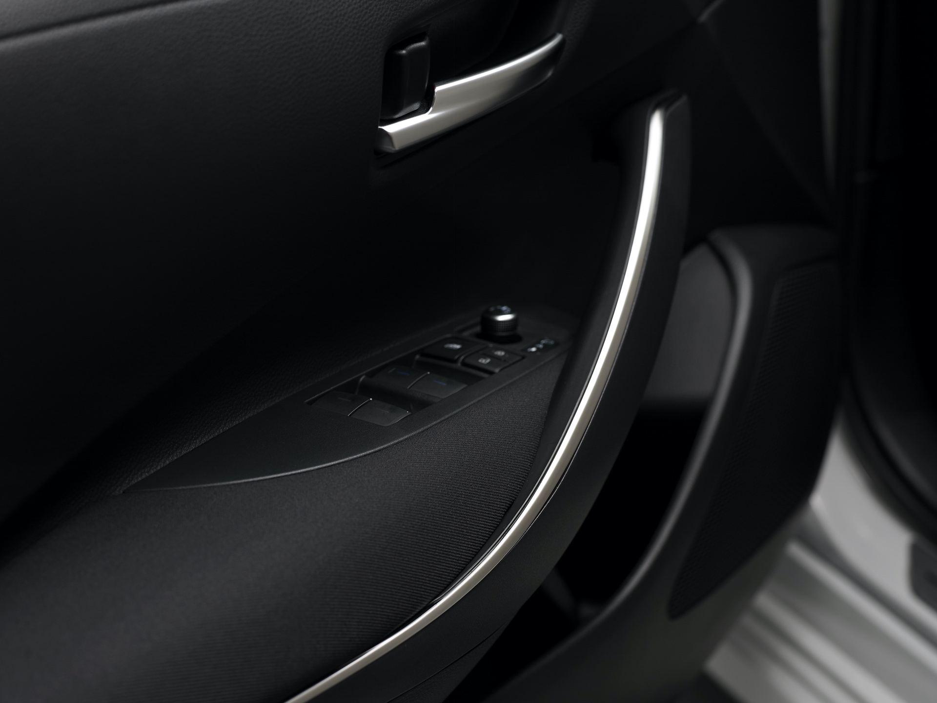 Toyota_Corolla_Sedan_GR_Sport_0002
