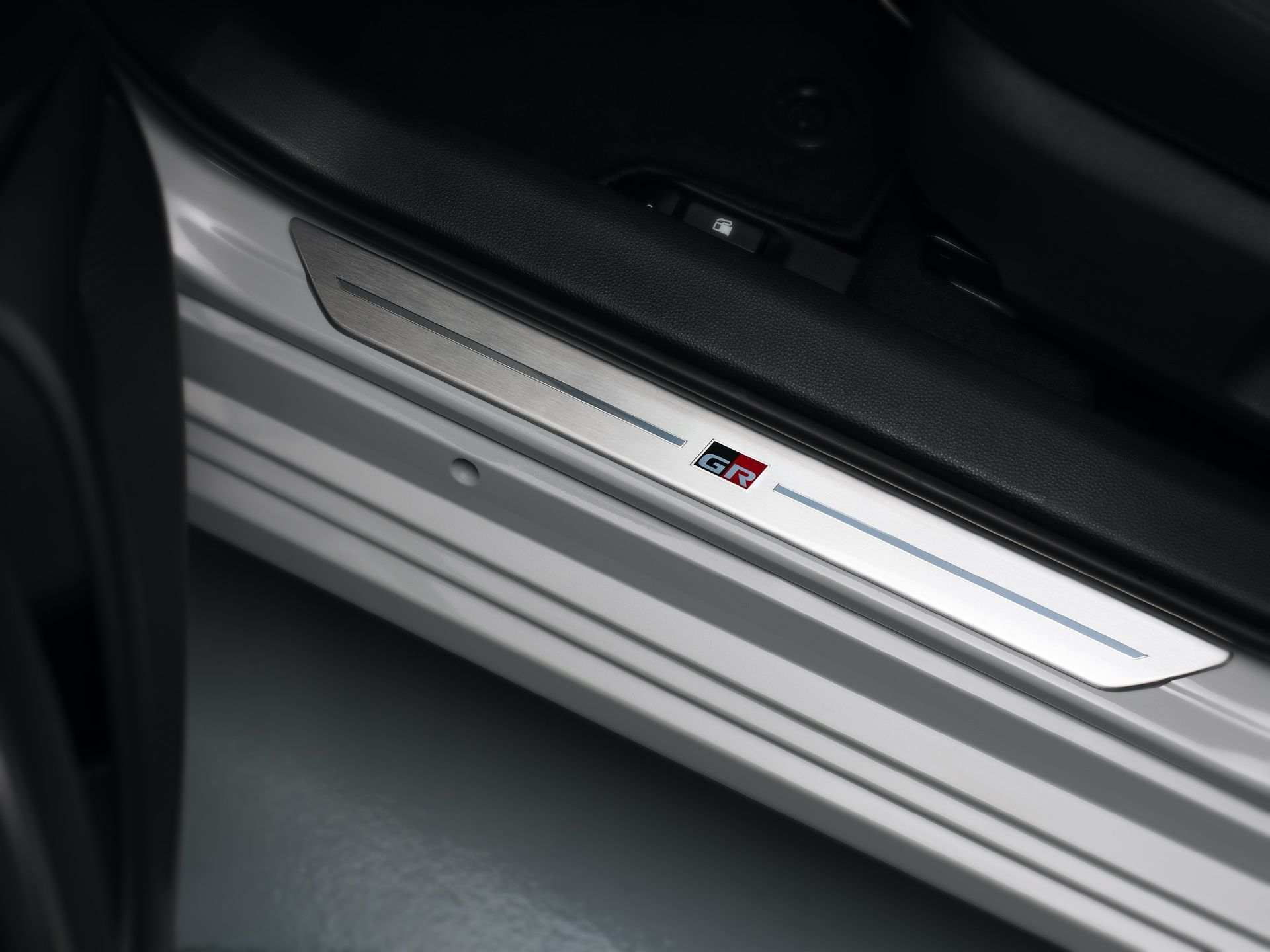 Toyota_Corolla_Sedan_GR_Sport_0004