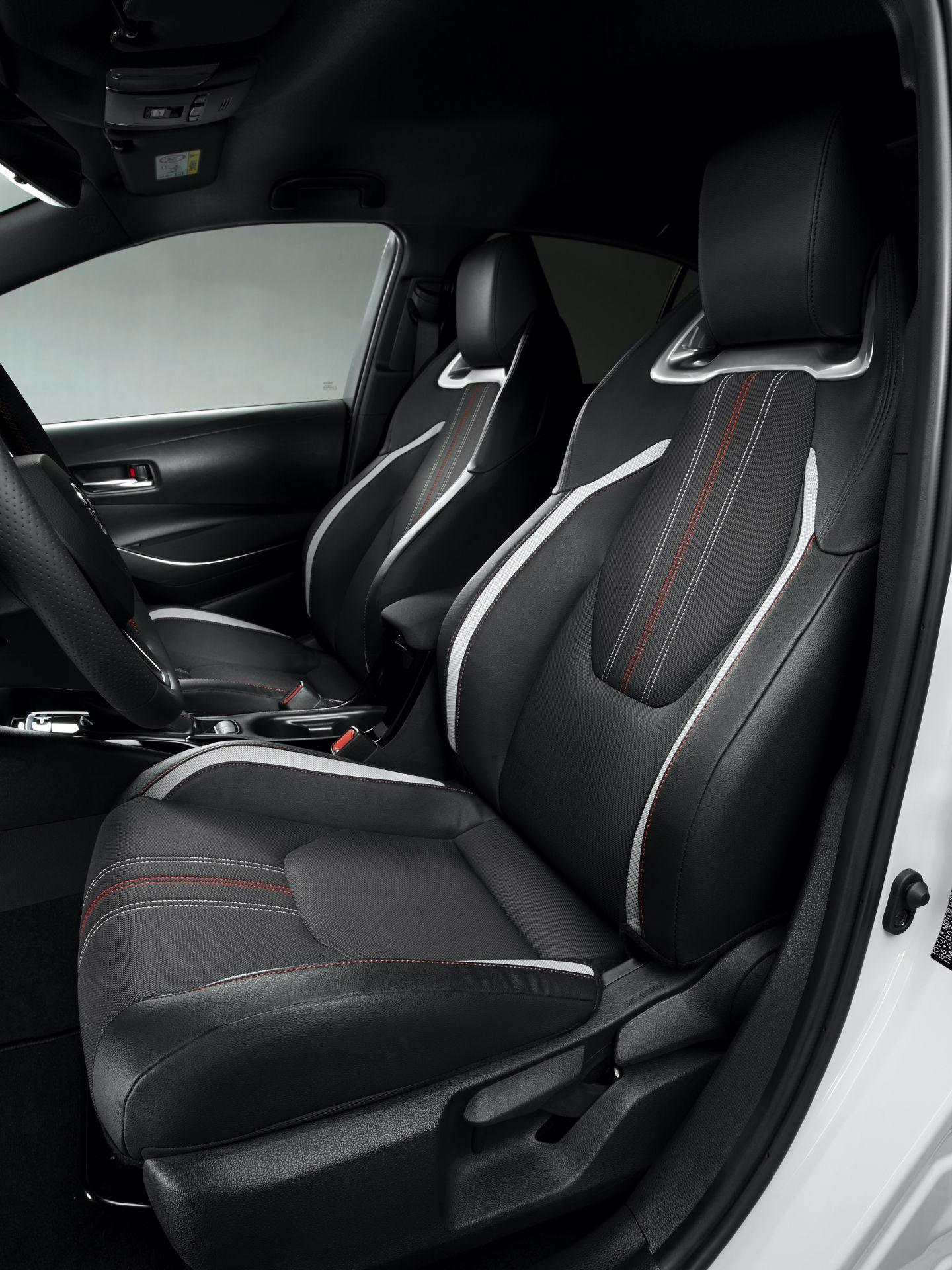 Toyota_Corolla_Sedan_GR_Sport_0005