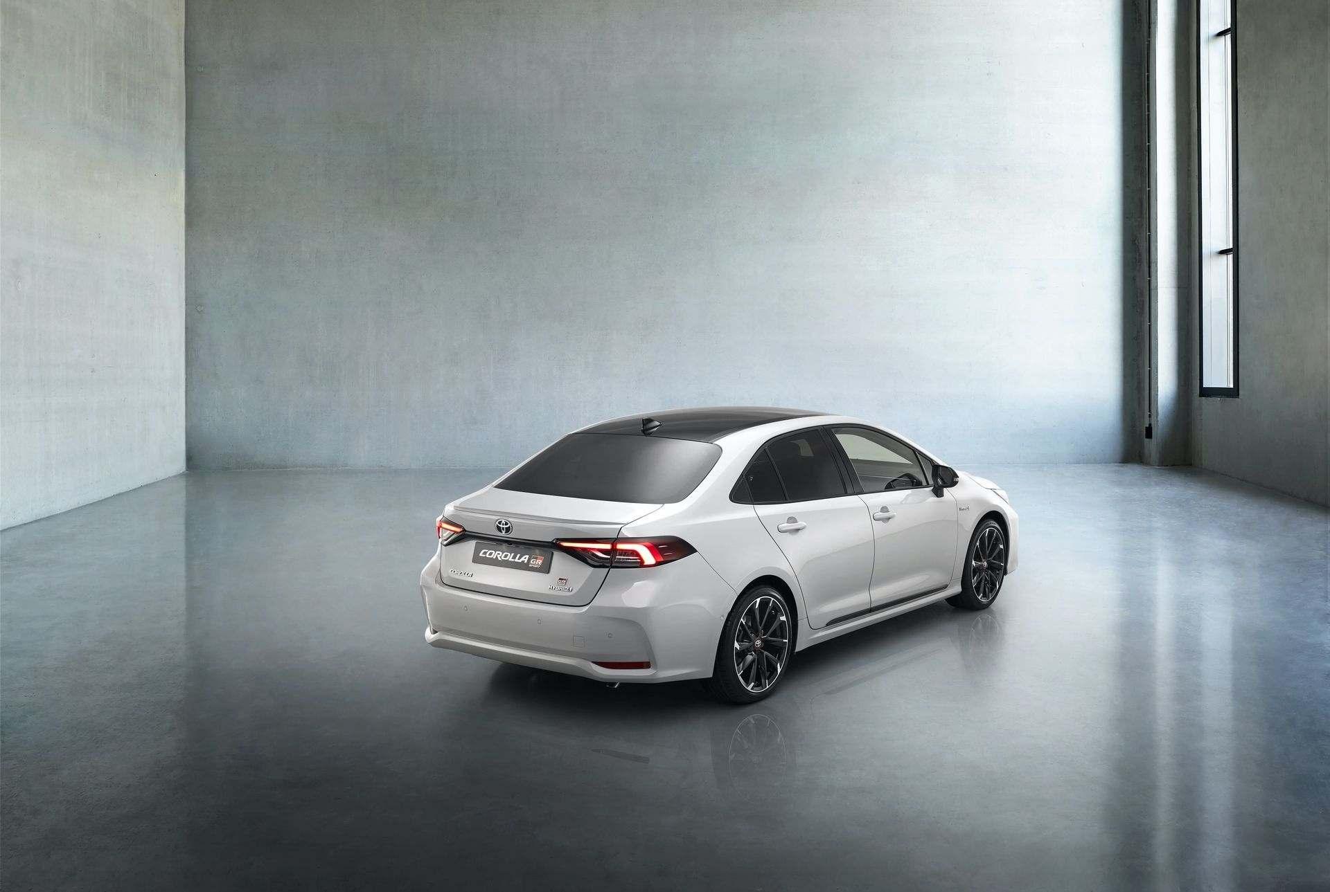 Toyota_Corolla_Sedan_GR_Sport_0010