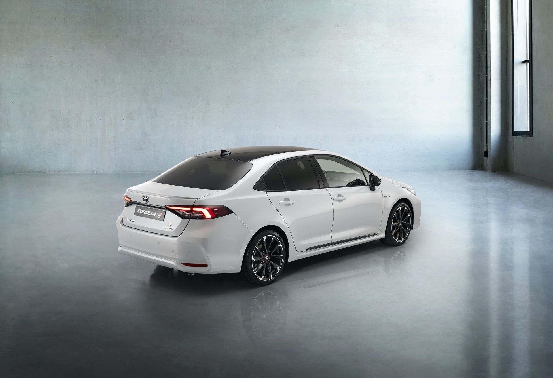 Toyota_Corolla_Sedan_GR_Sport_0011