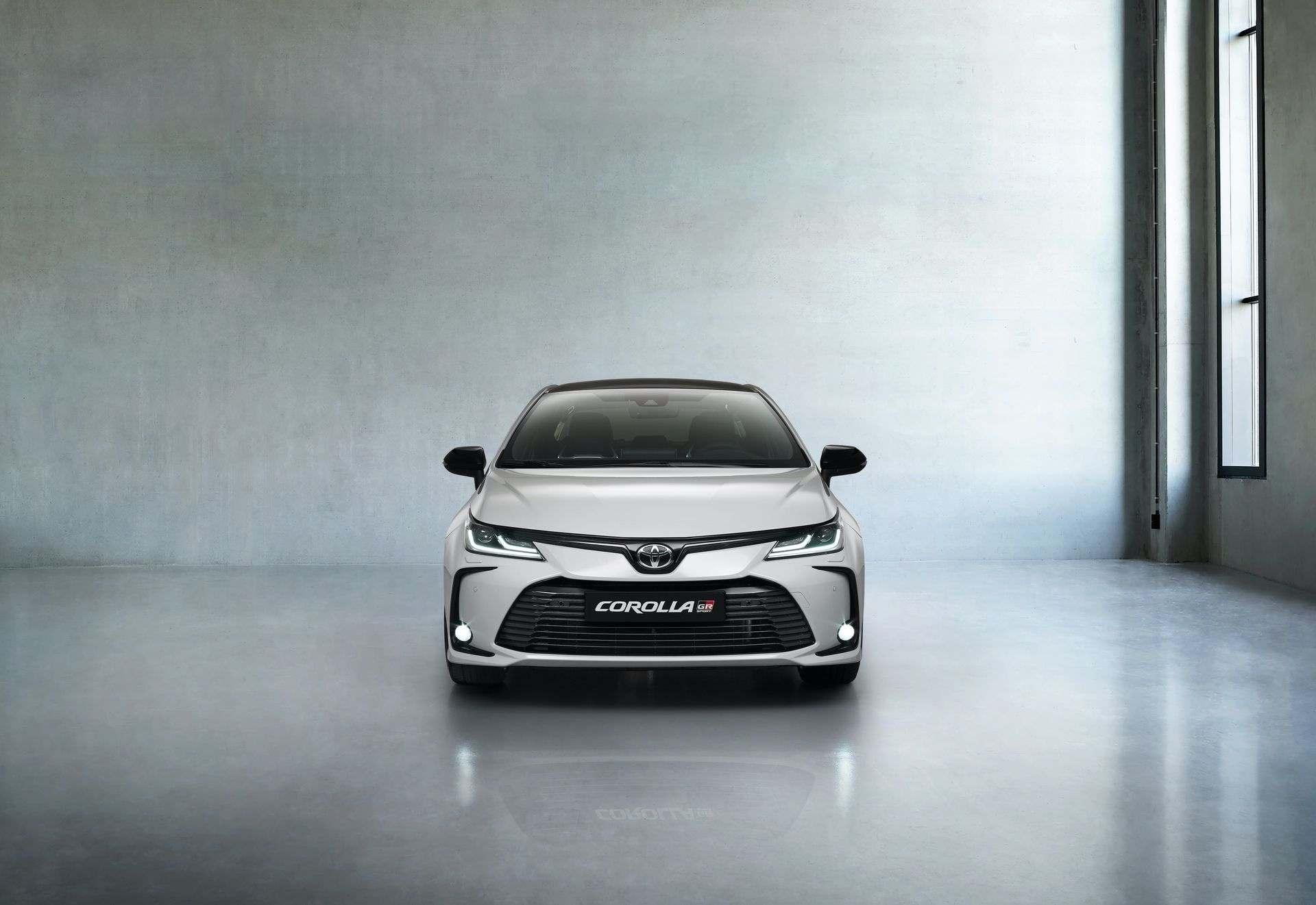 Toyota_Corolla_Sedan_GR_Sport_0013