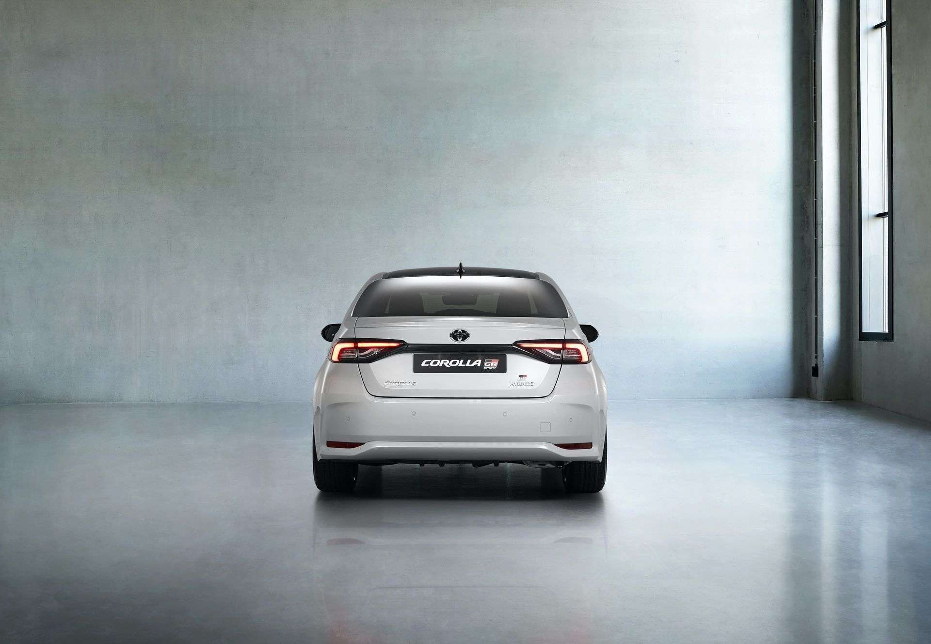 Toyota_Corolla_Sedan_GR_Sport_0014