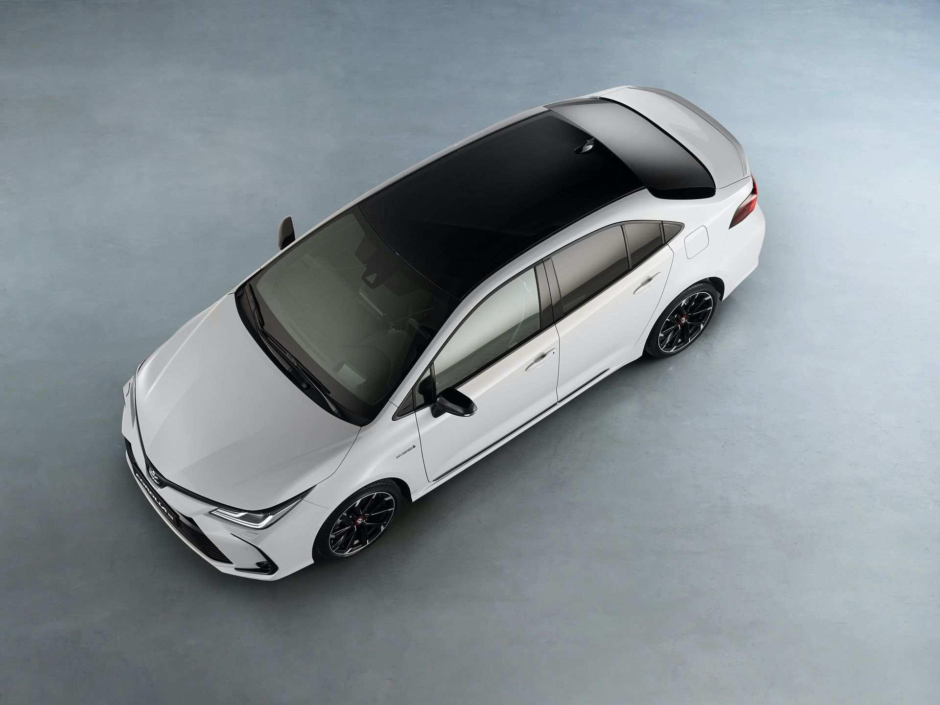 Toyota_Corolla_Sedan_GR_Sport_0016