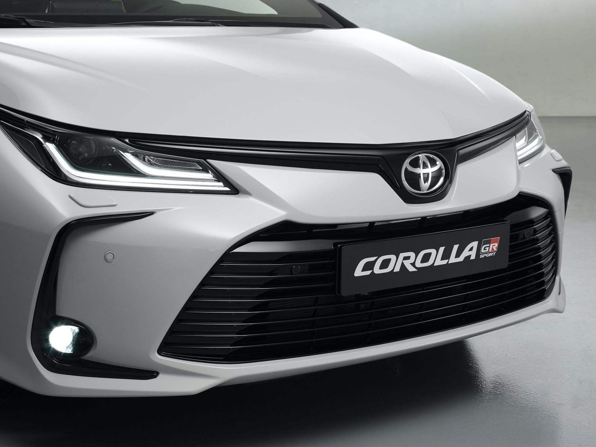 Toyota_Corolla_Sedan_GR_Sport_0020