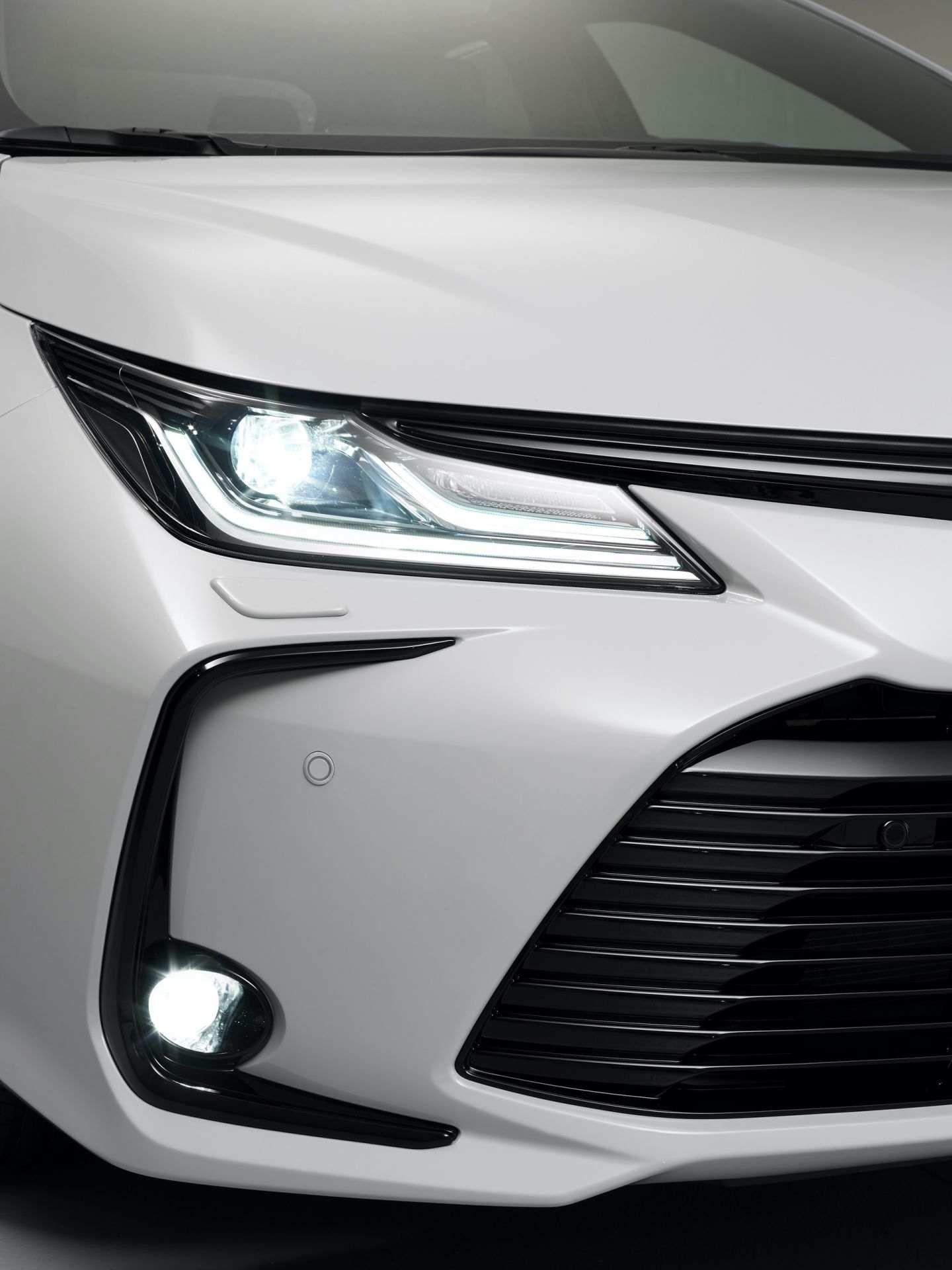 Toyota_Corolla_Sedan_GR_Sport_0021