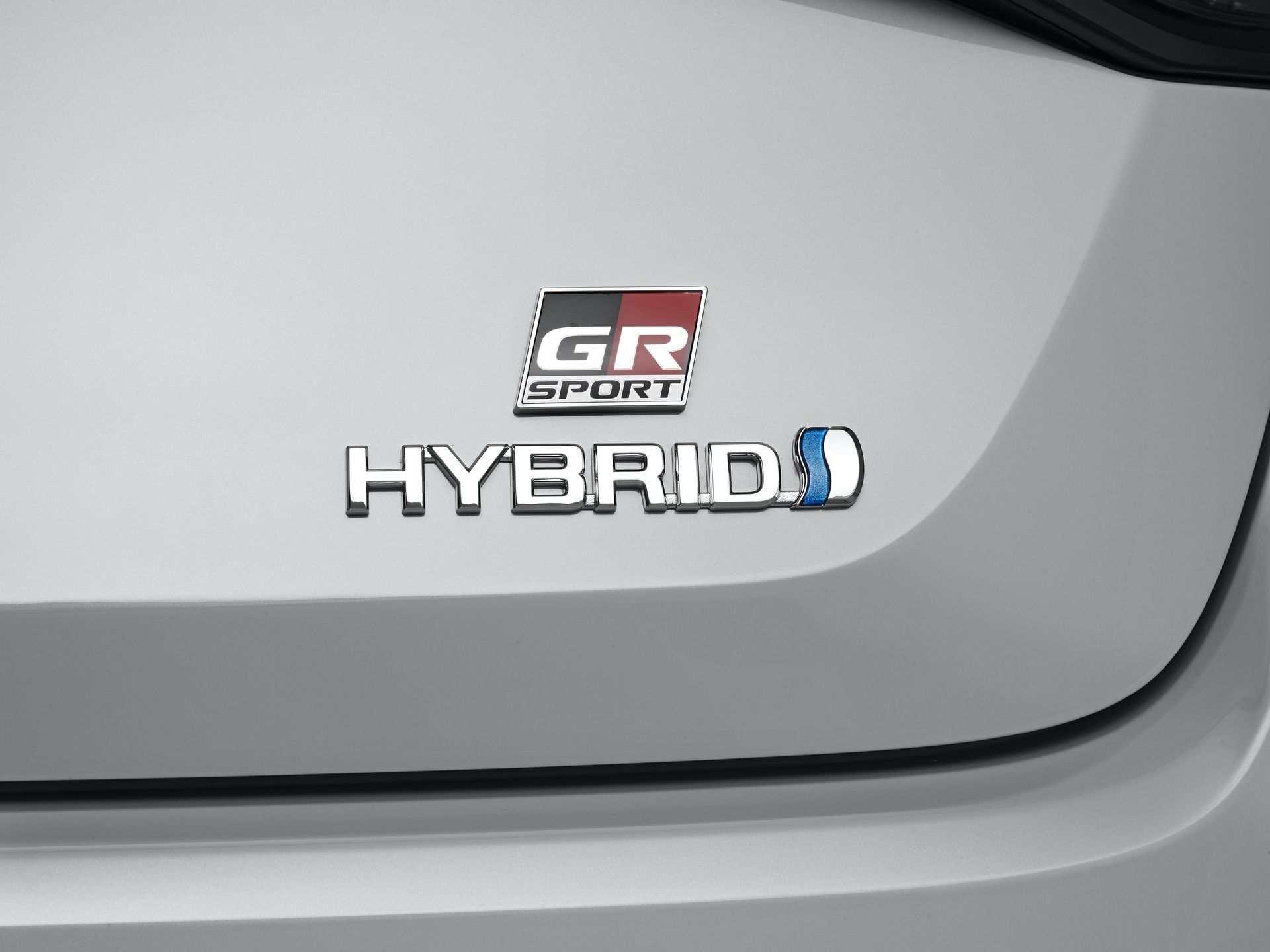 Toyota_Corolla_Sedan_GR_Sport_0024