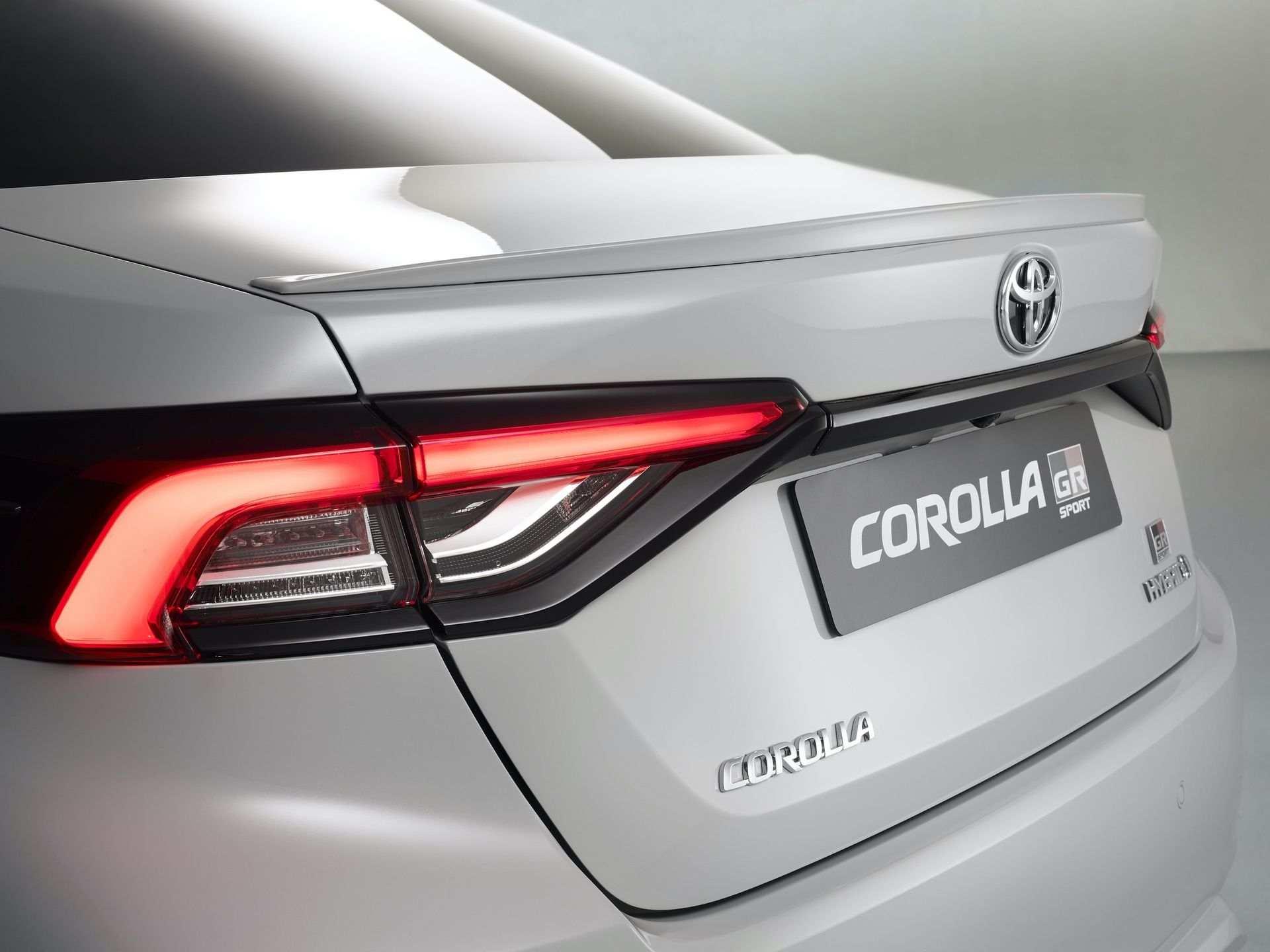 Toyota_Corolla_Sedan_GR_Sport_0025