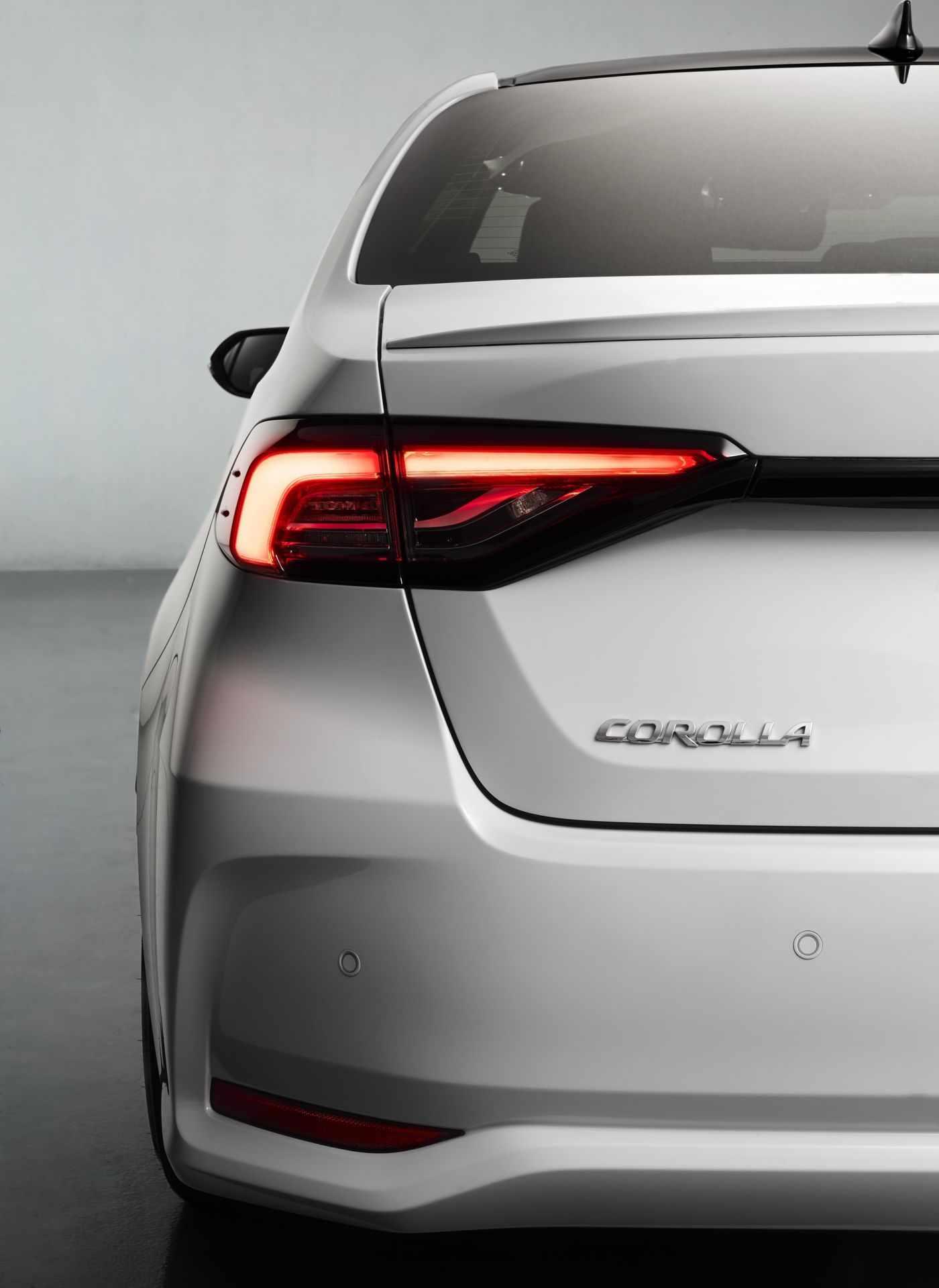 Toyota_Corolla_Sedan_GR_Sport_0026