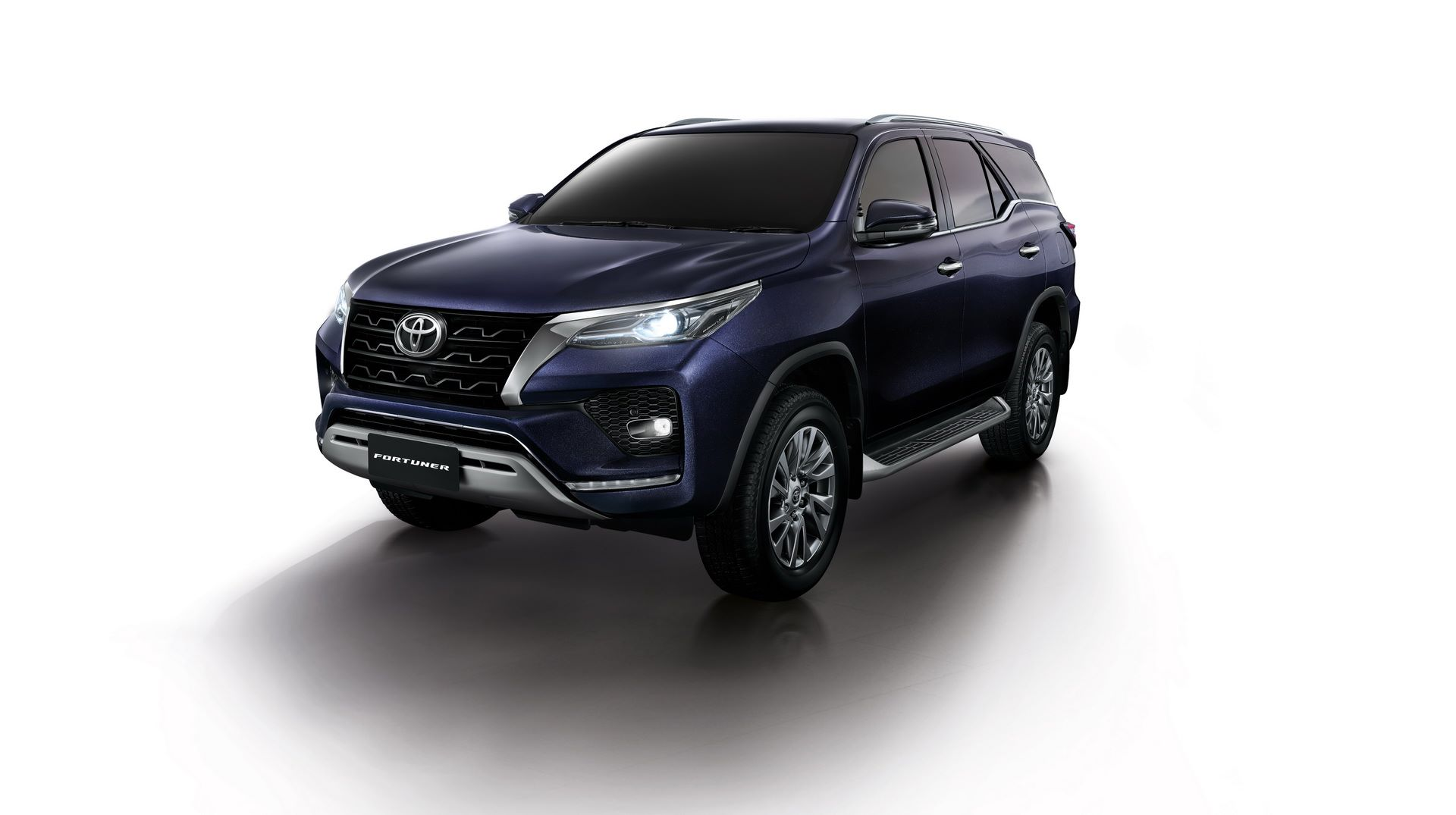 1_Toyota-Fortuner-2020-4