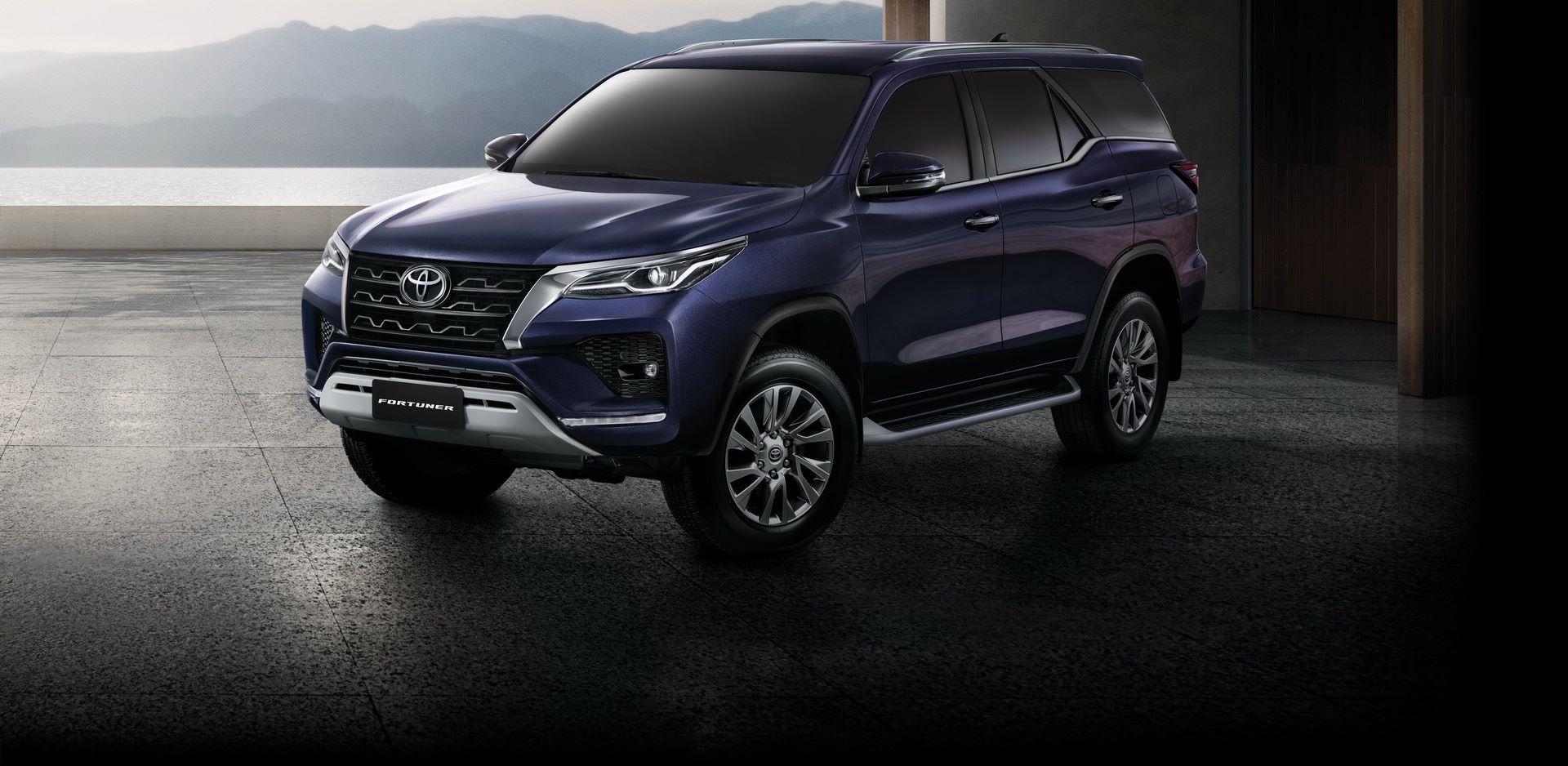 Toyota-Fortuner-2020-10