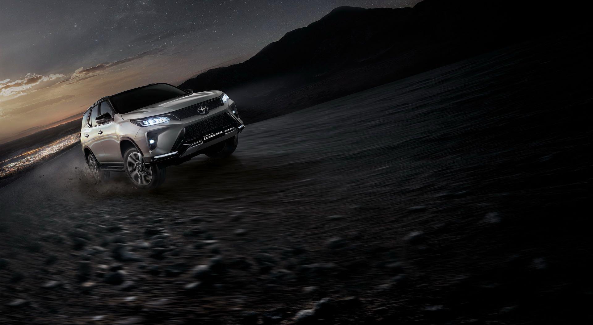 Toyota-Fortuner-2020-13