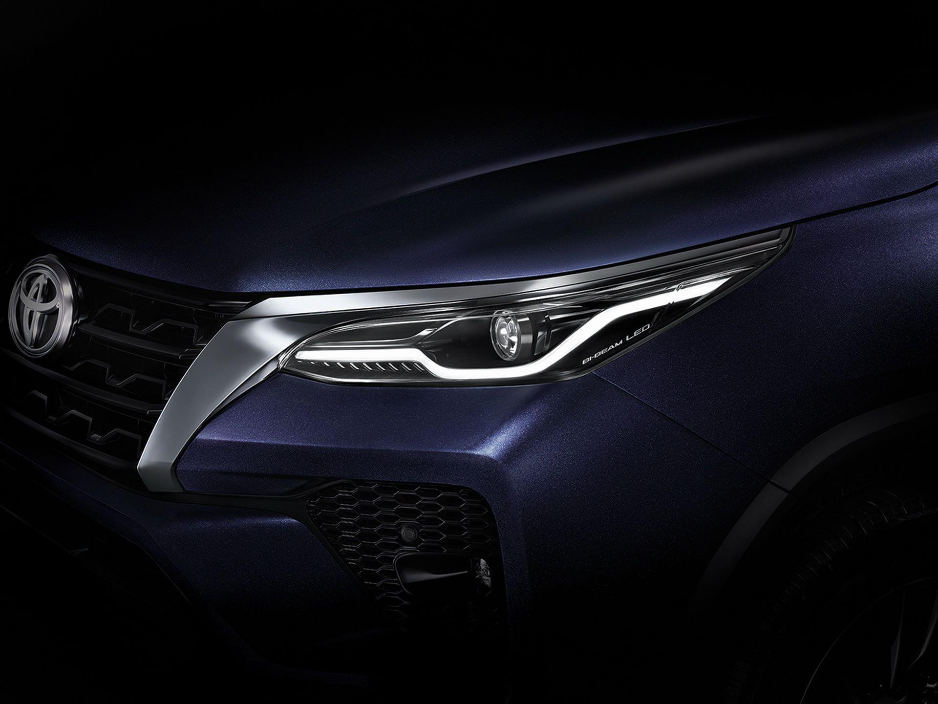 Toyota-Fortuner-2020-19