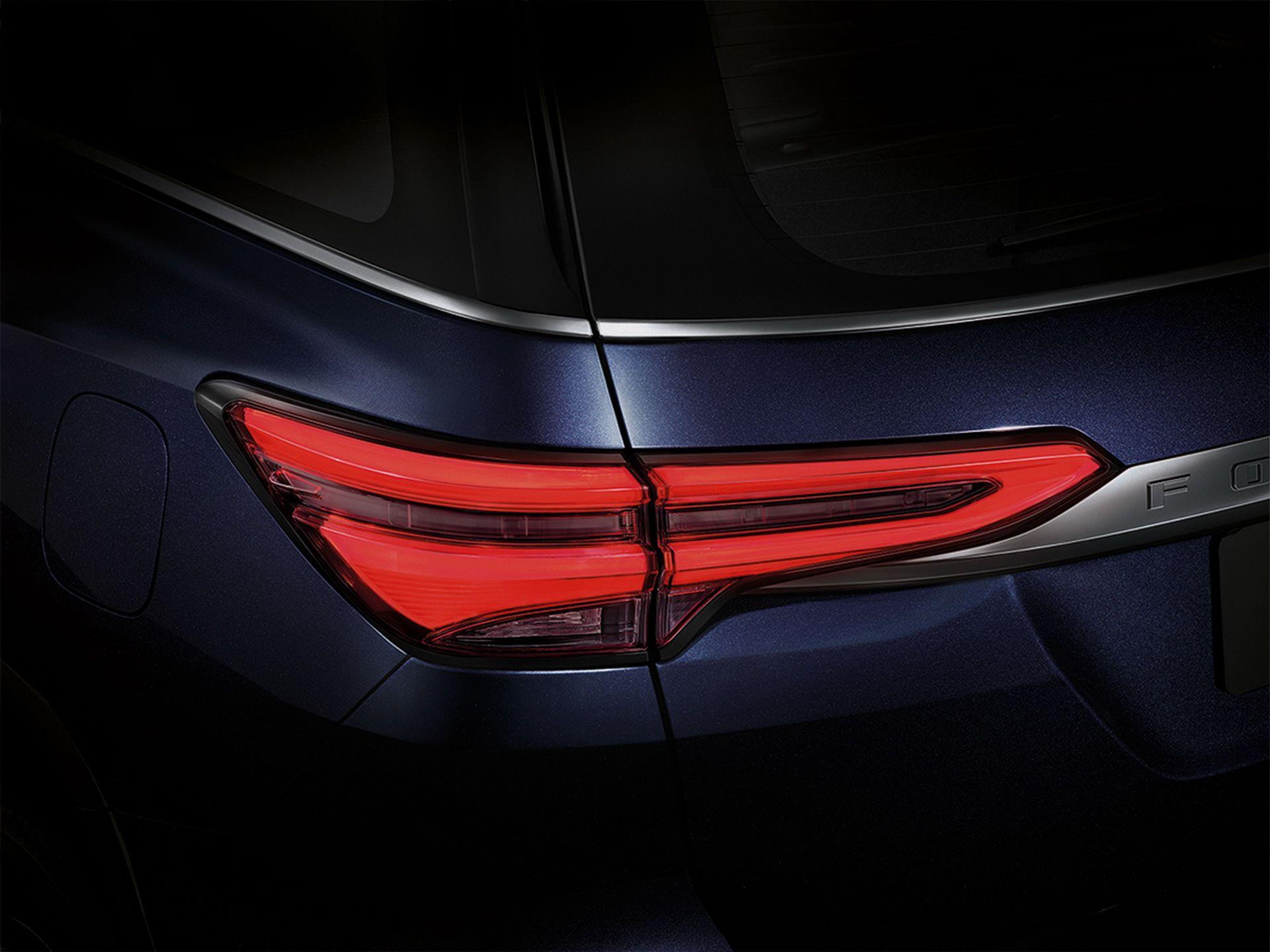 Toyota-Fortuner-2020-20