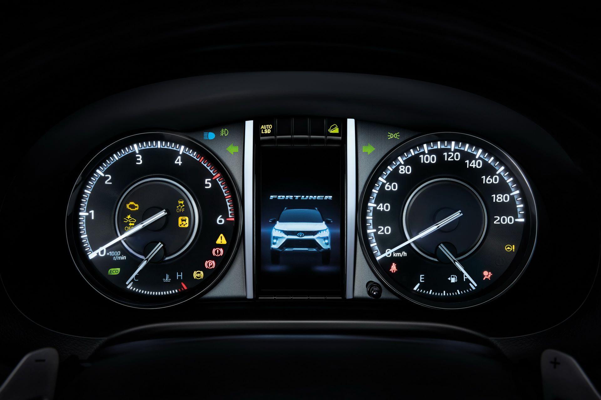 Toyota-Fortuner-2020-24