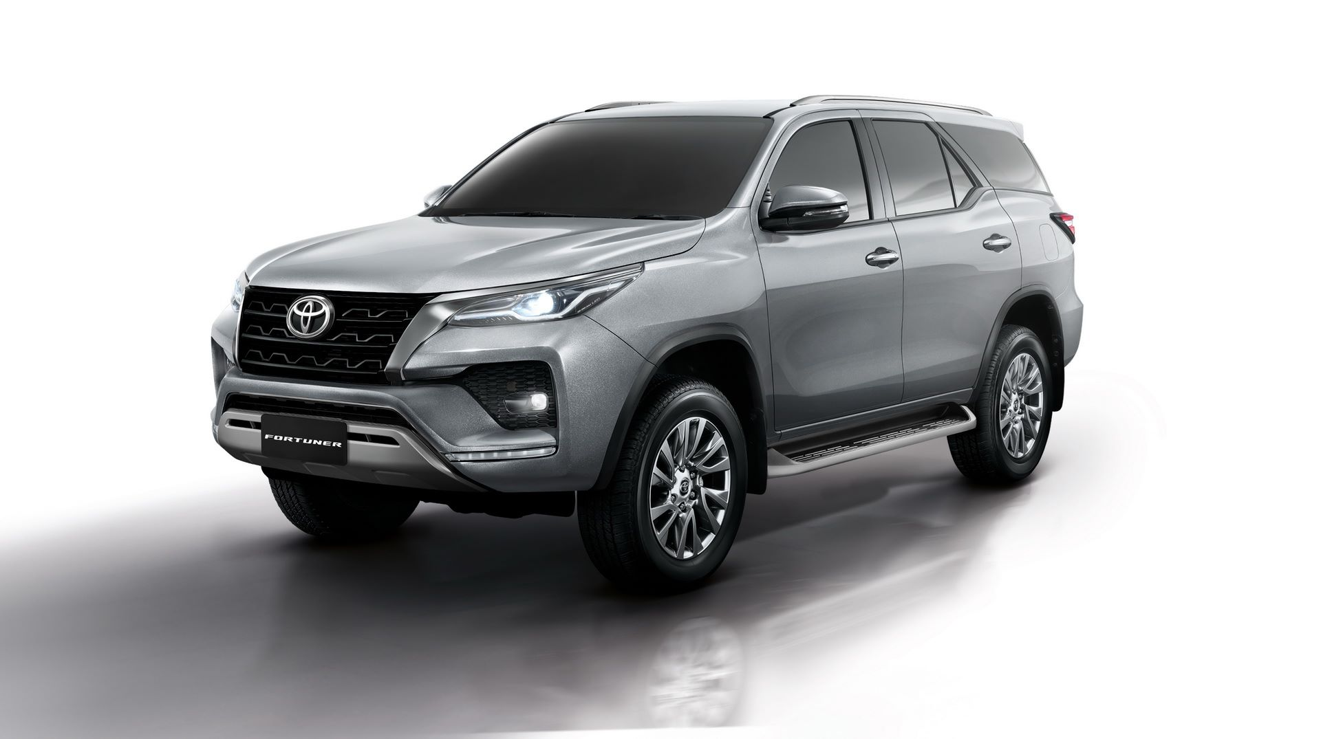 Toyota-Fortuner-2020-5
