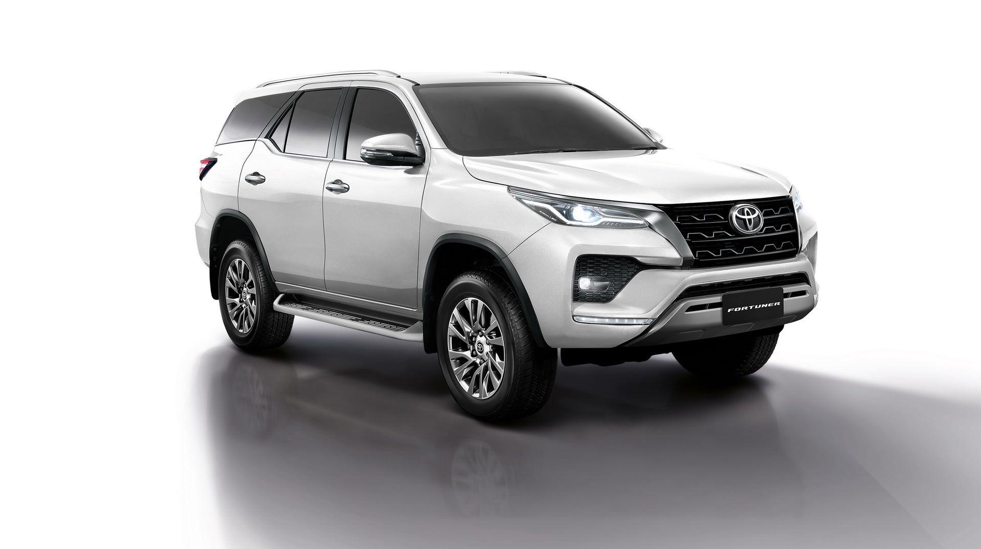 Toyota-Fortuner-2020-6