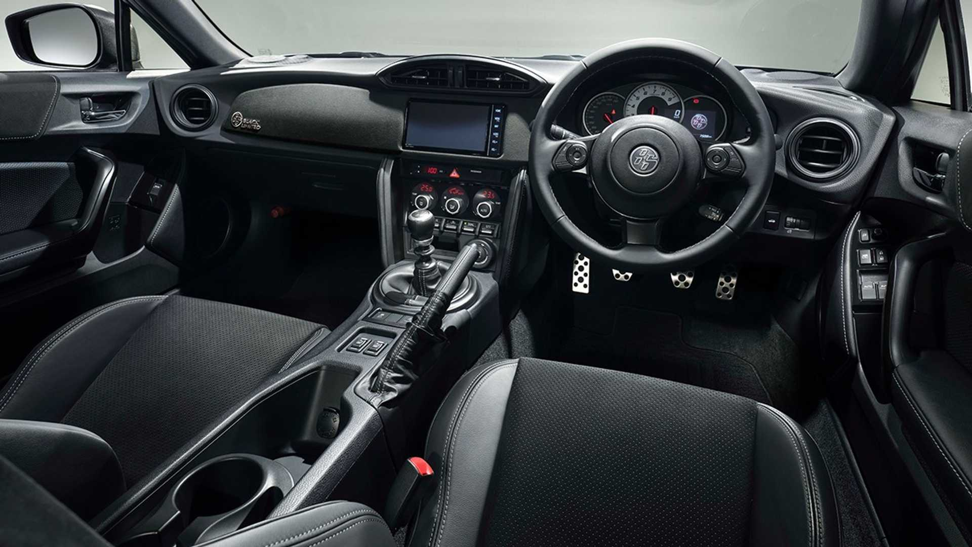 Toyota-GT86-Black-Limited-5