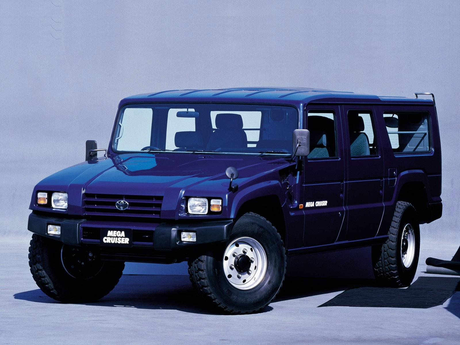 Toyota_Mega_Cruiser_0004