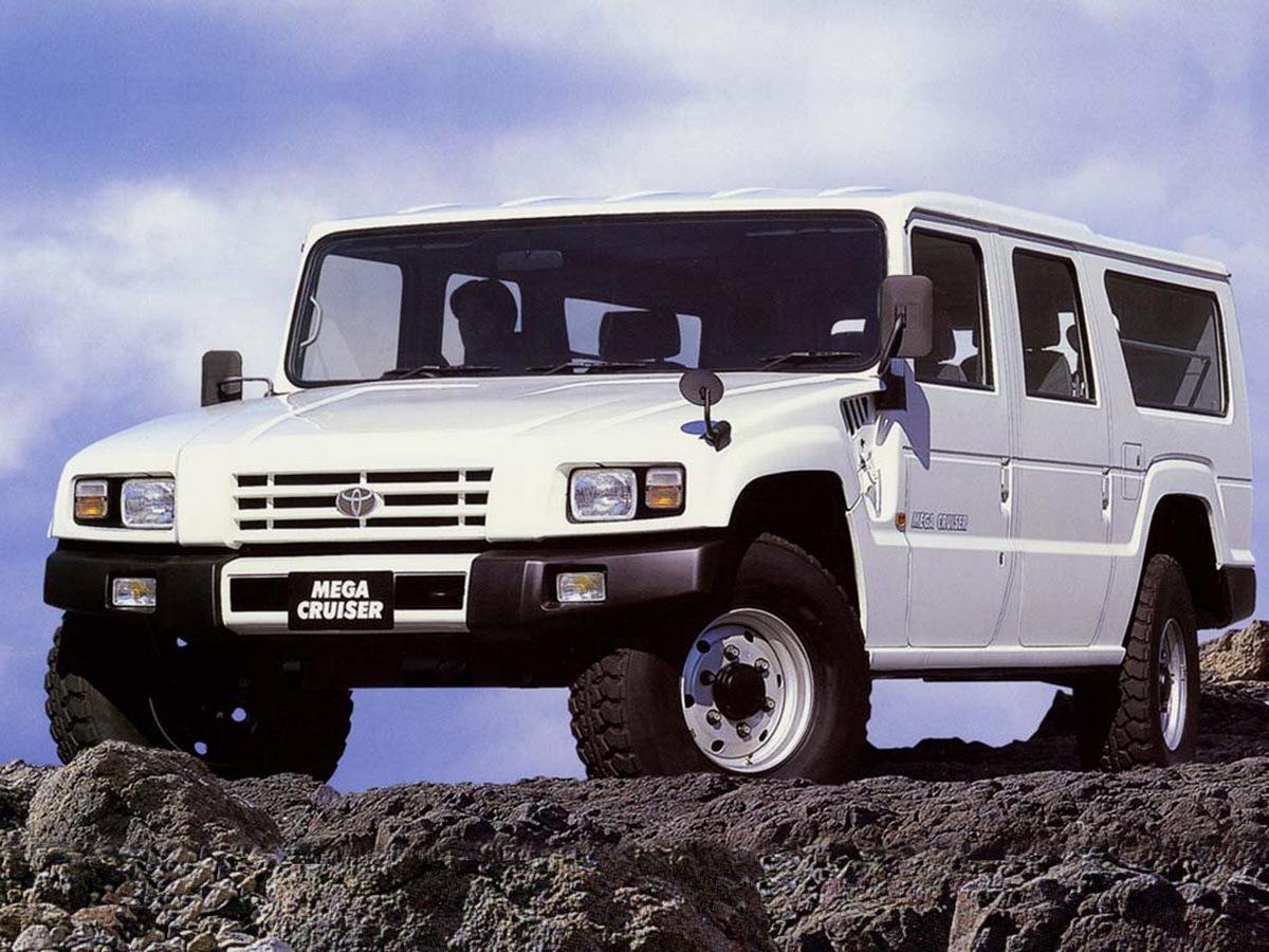 Toyota_Mega_Cruiser_0009