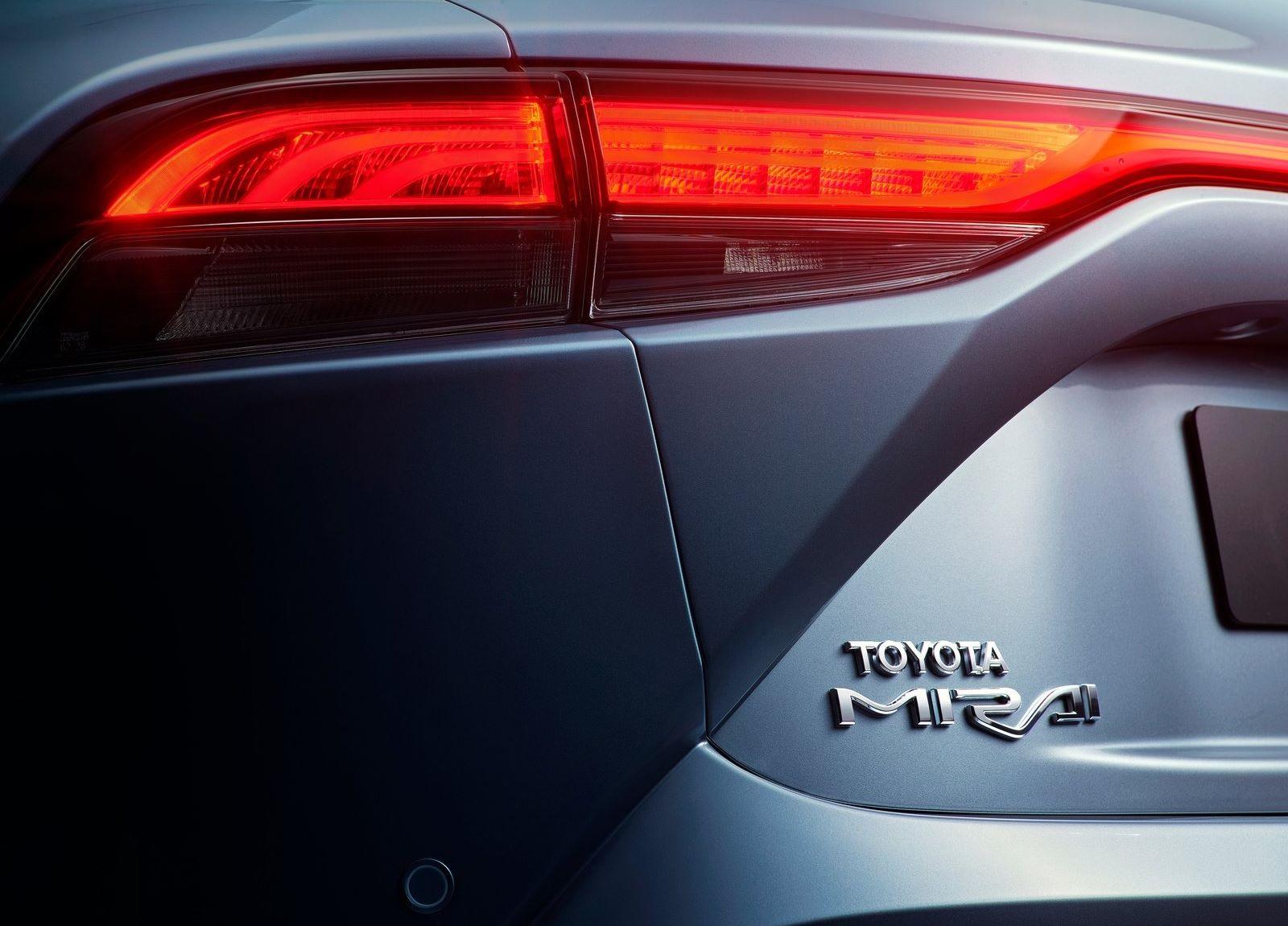 Toyota-Mirai-2021-12