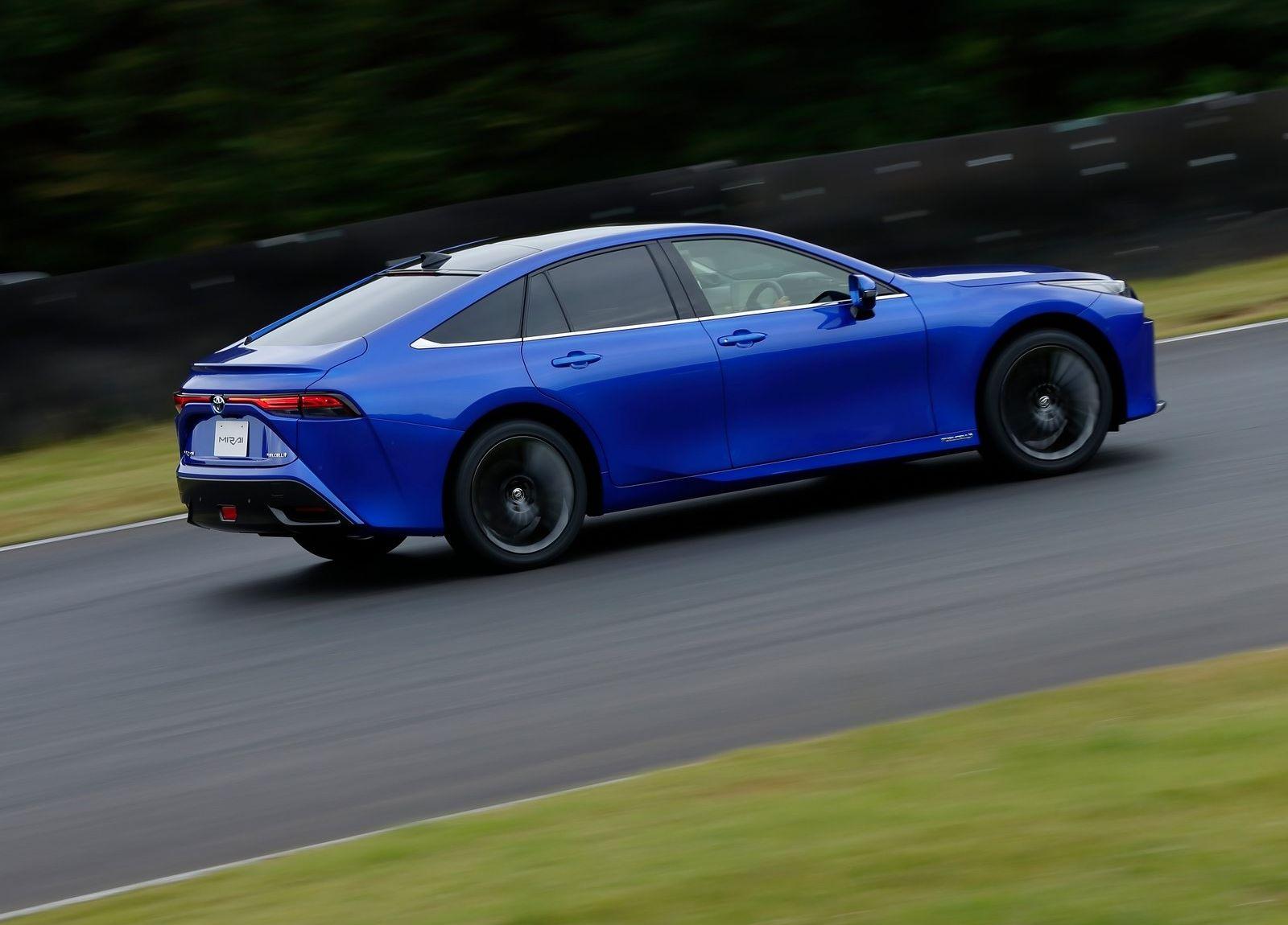 Toyota-Mirai-2021-6