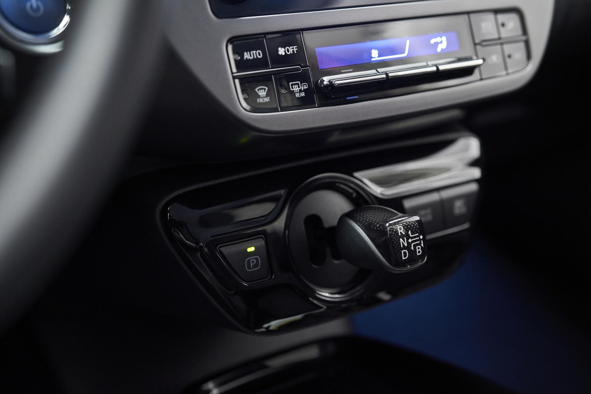 Toyota-Prius-2020-Edition-7