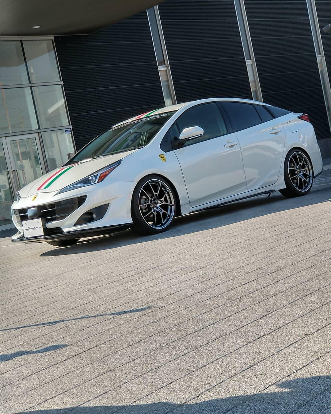 Toyota-Prius-by-Albermo-34