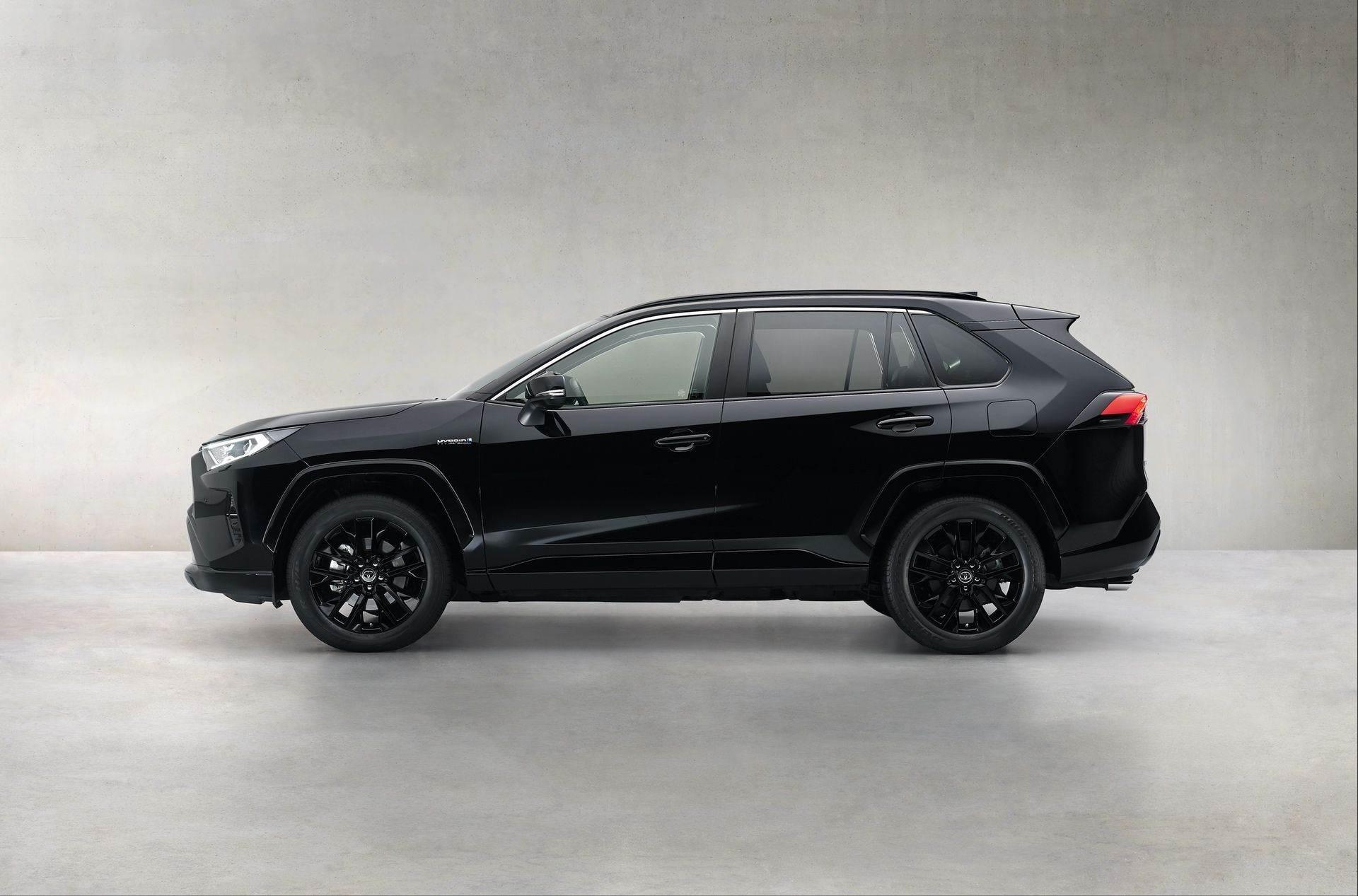 Toyota_RAV4_Hybrid_Black_Edition_0000
