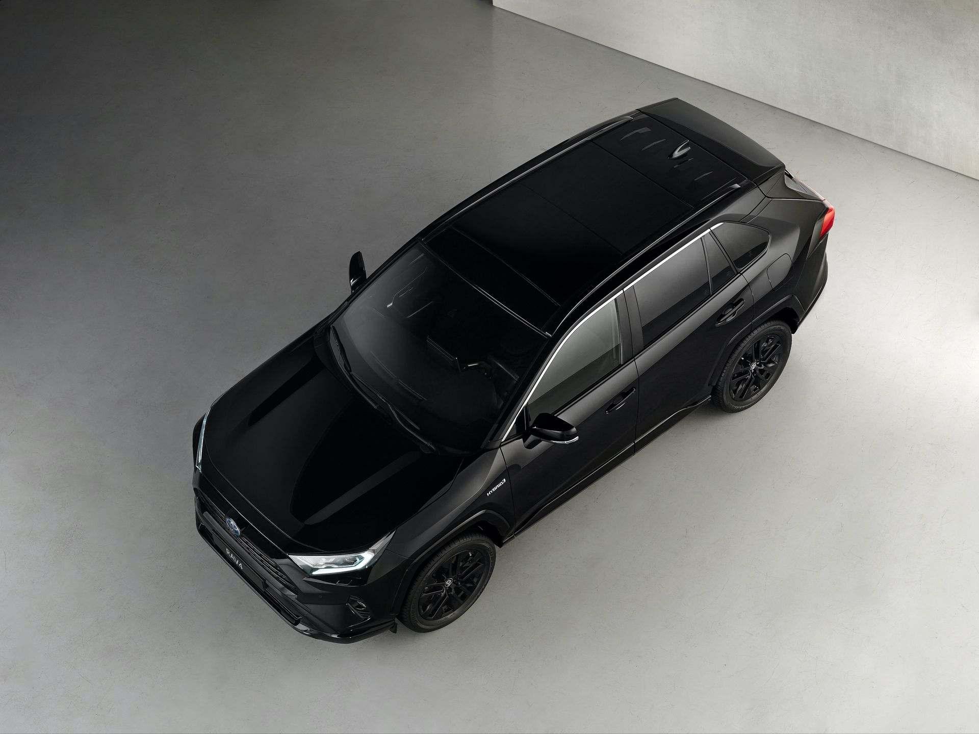 Toyota_RAV4_Hybrid_Black_Edition_0001