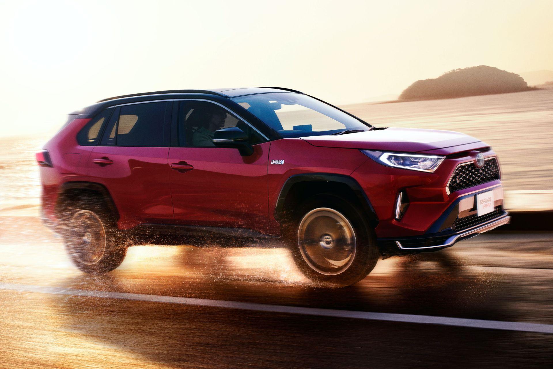 Toyota_RAV4_PHV_JDM_0004