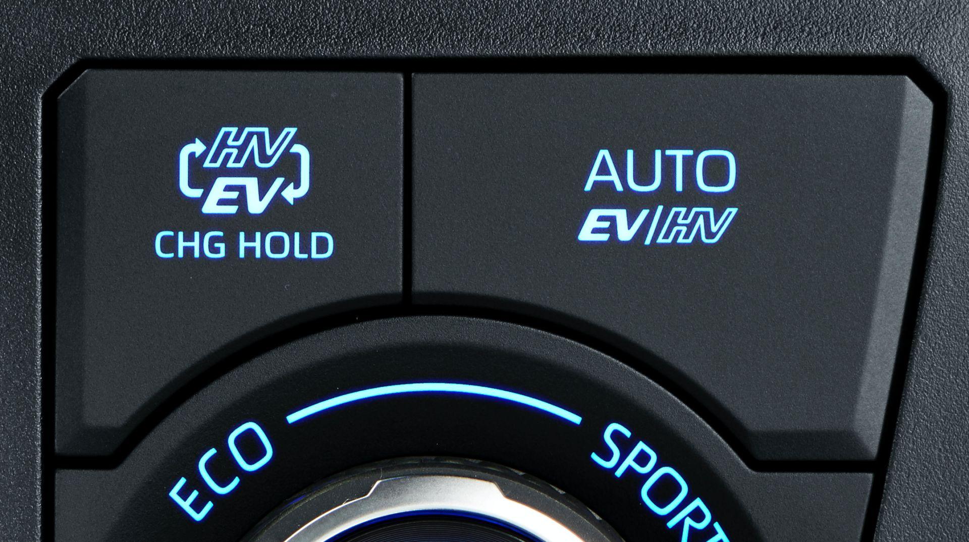 Toyota_RAV4_PHV_JDM_0017