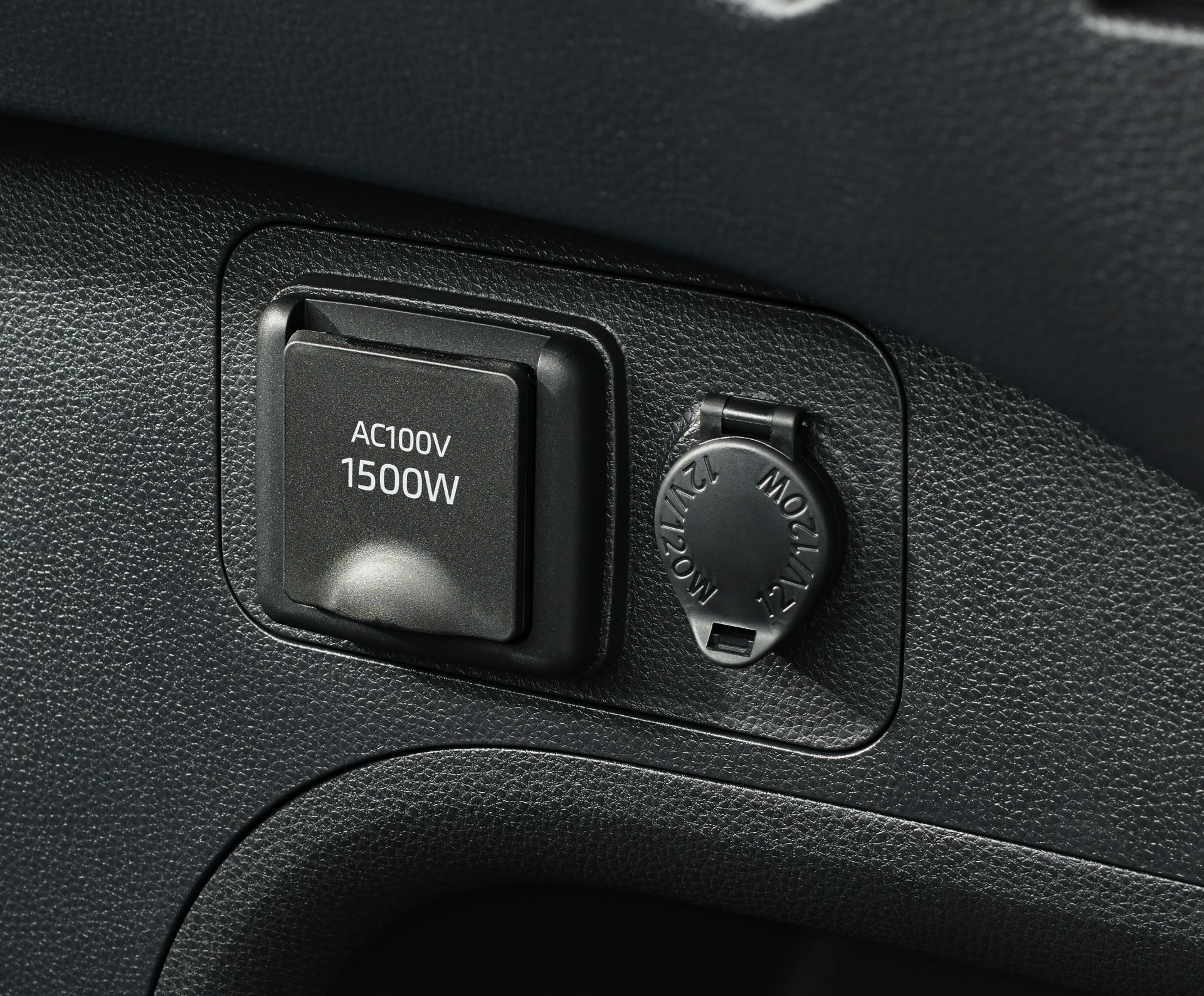 Toyota_RAV4_PHV_JDM_0018