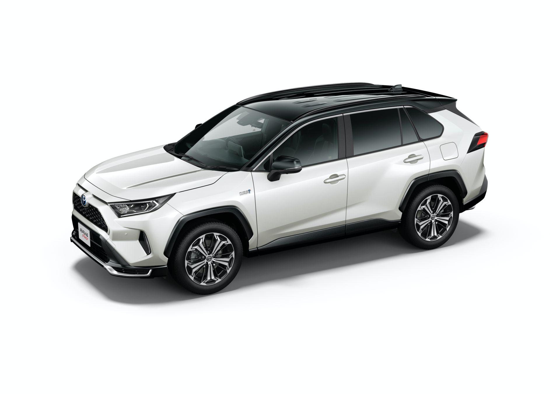 Toyota_RAV4_PHV_JDM_0035