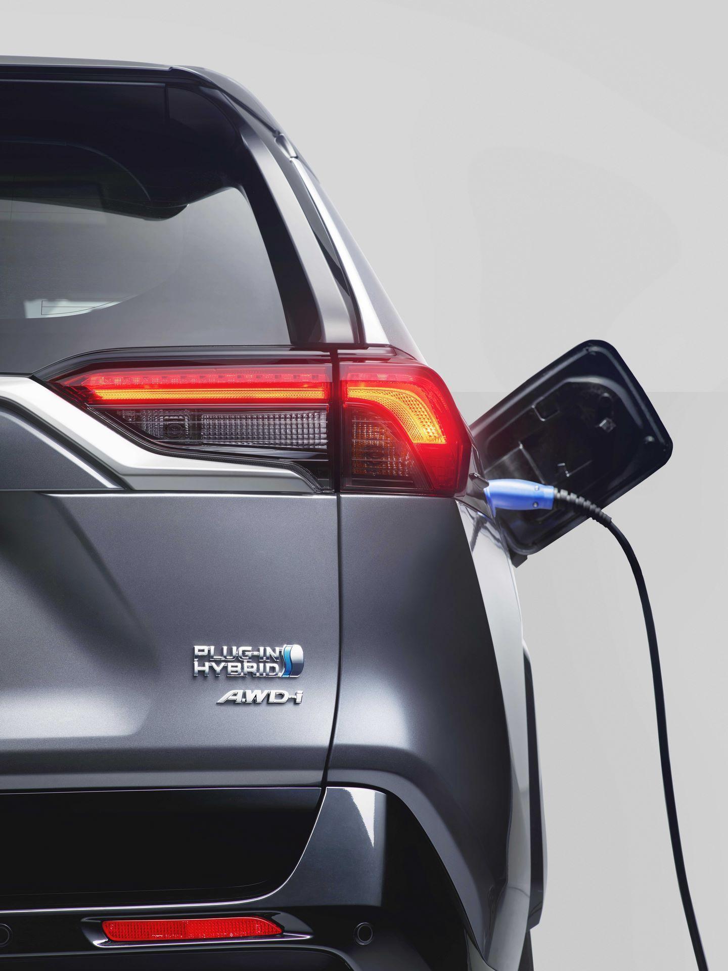 Toyota-RAV4-Plug-in-Hybrid-Europe-5