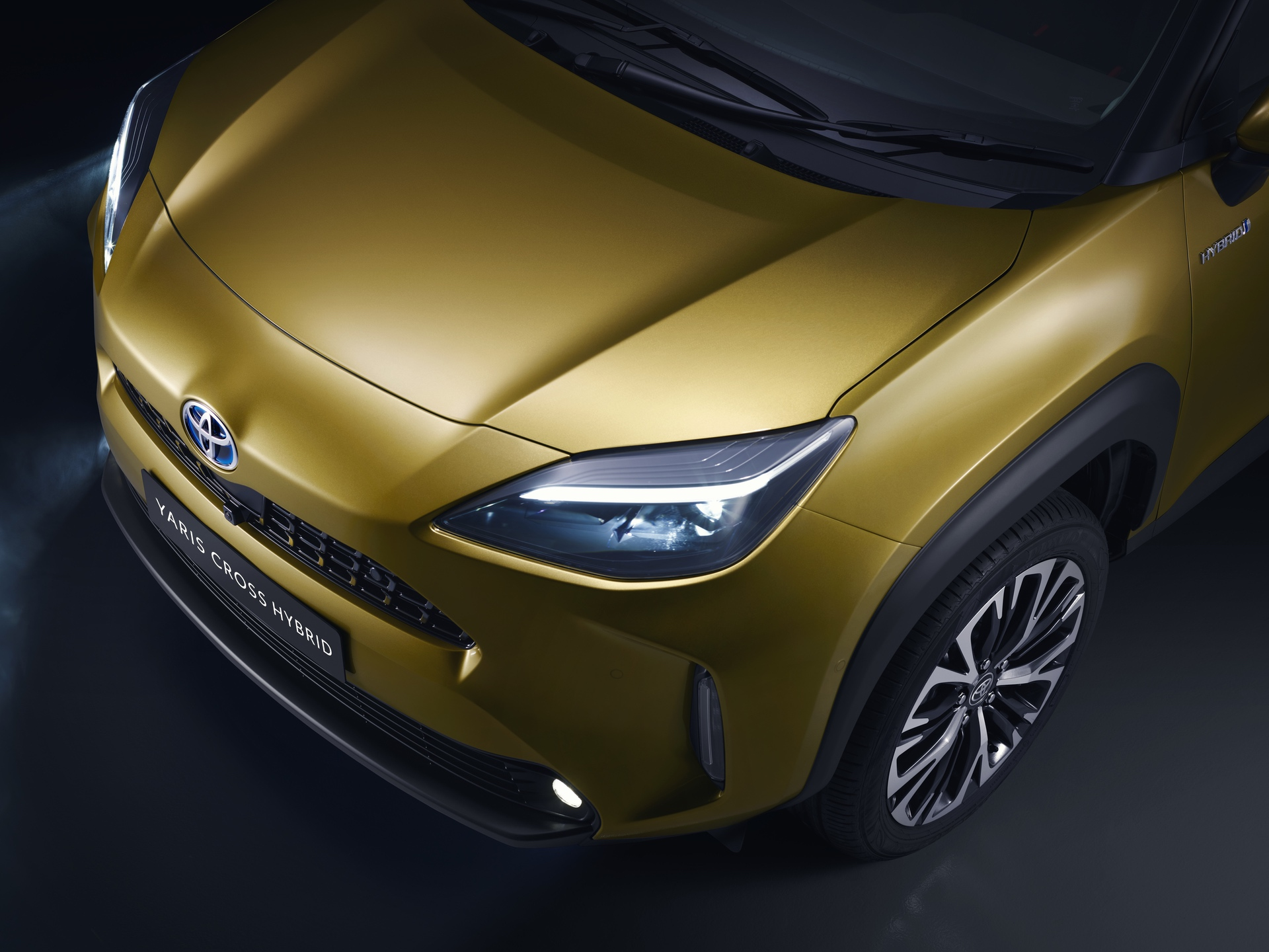 TOYOTA_NEW_YARIS_CROSS_FRONT_DETAIL