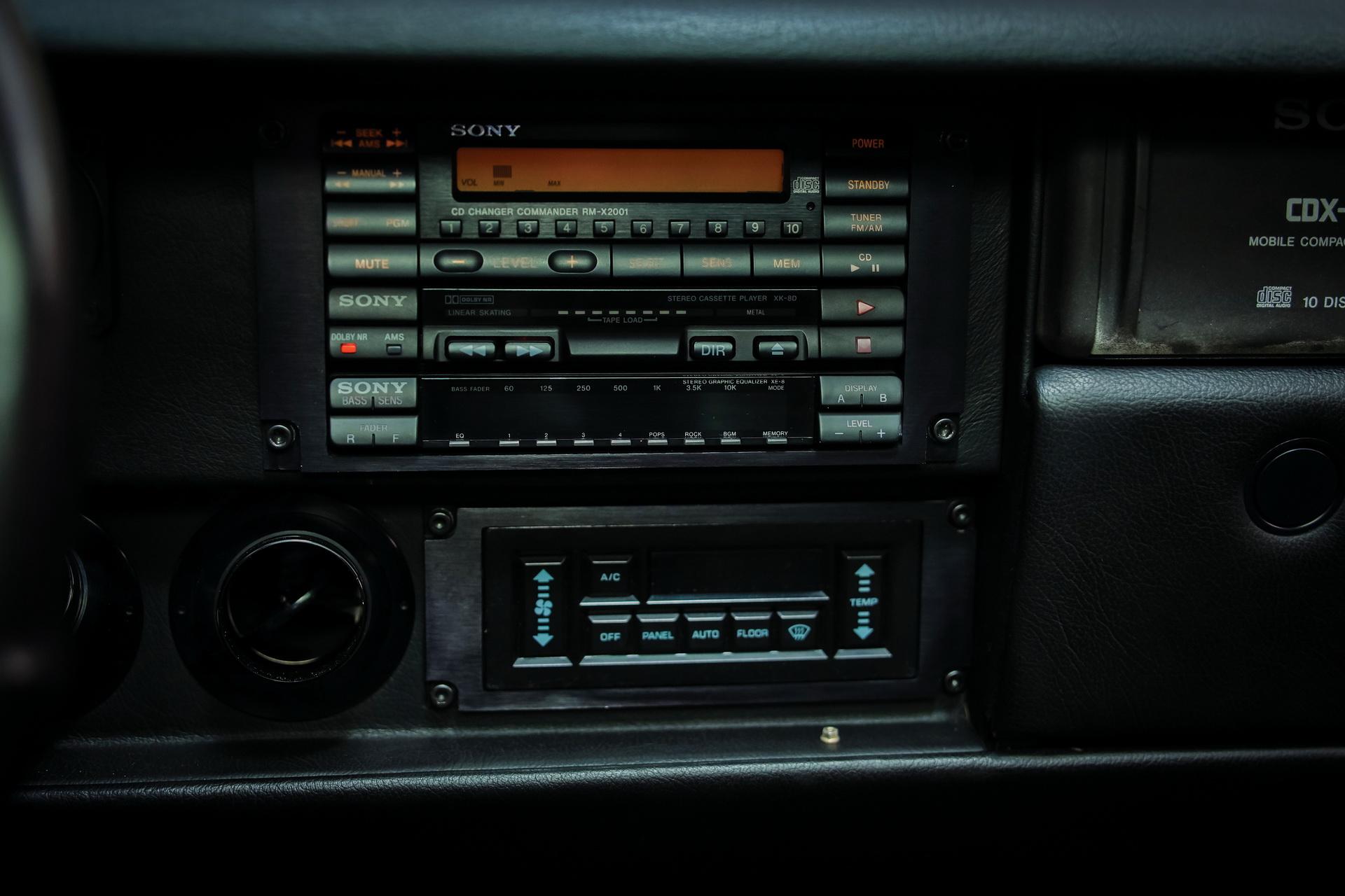 1991-Vector-W8-Twin-Turbo-_19