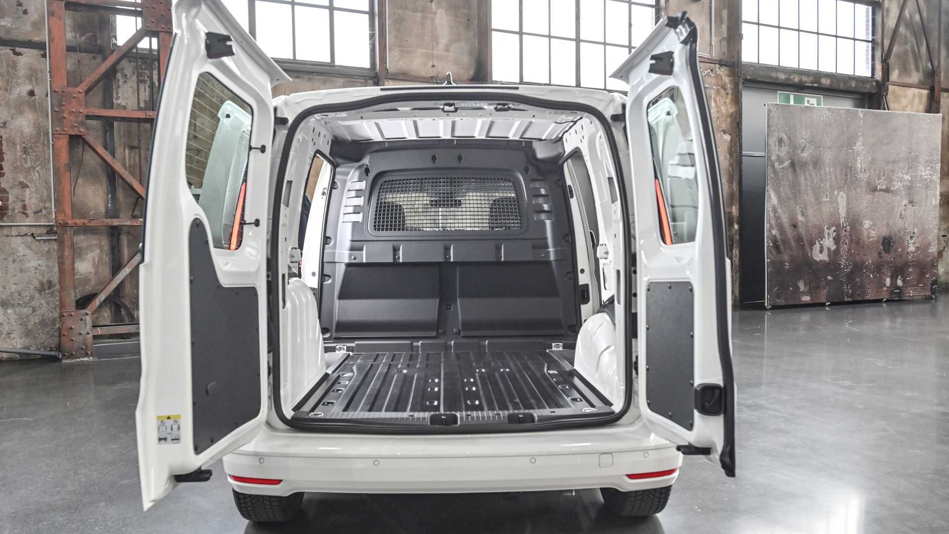 vw-caddy-cargo-2020-17