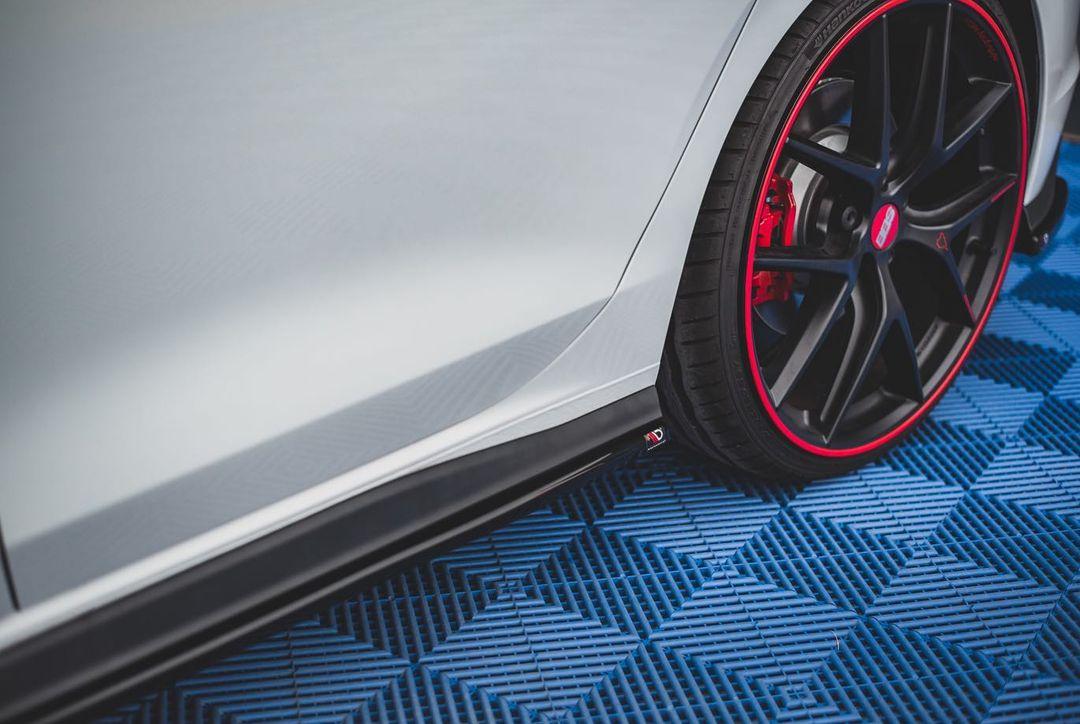 Volkswagen-Golf-GTI-by-Maxton-Design-9