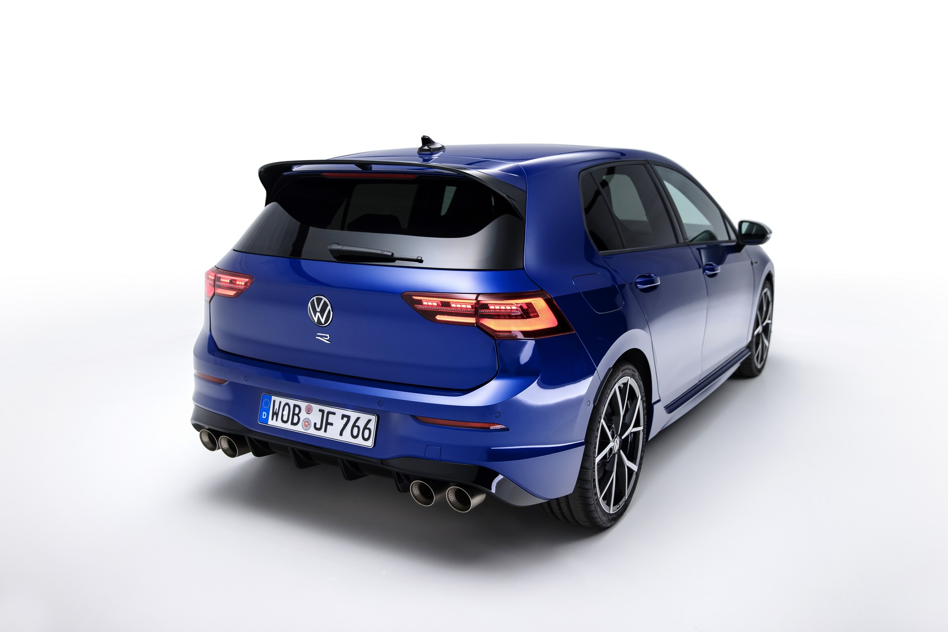 Volkswagen-Golf-R-2021-4