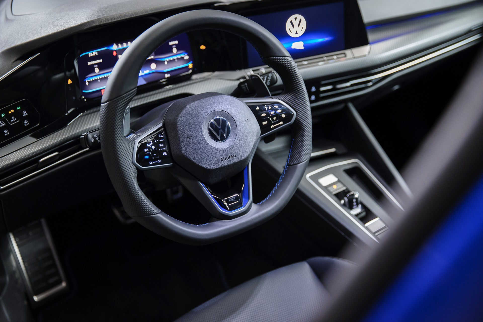 Volkswagen-Golf-R-2021-5